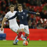 France, England unite in defiance for friendly match
