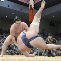 Hakuho victorious on opening day