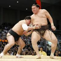 Hakuho suffers first tournament defeat