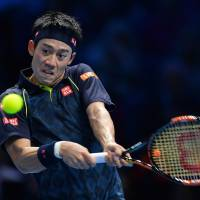 Federer battles past Nishikori, reaches Tour Finals