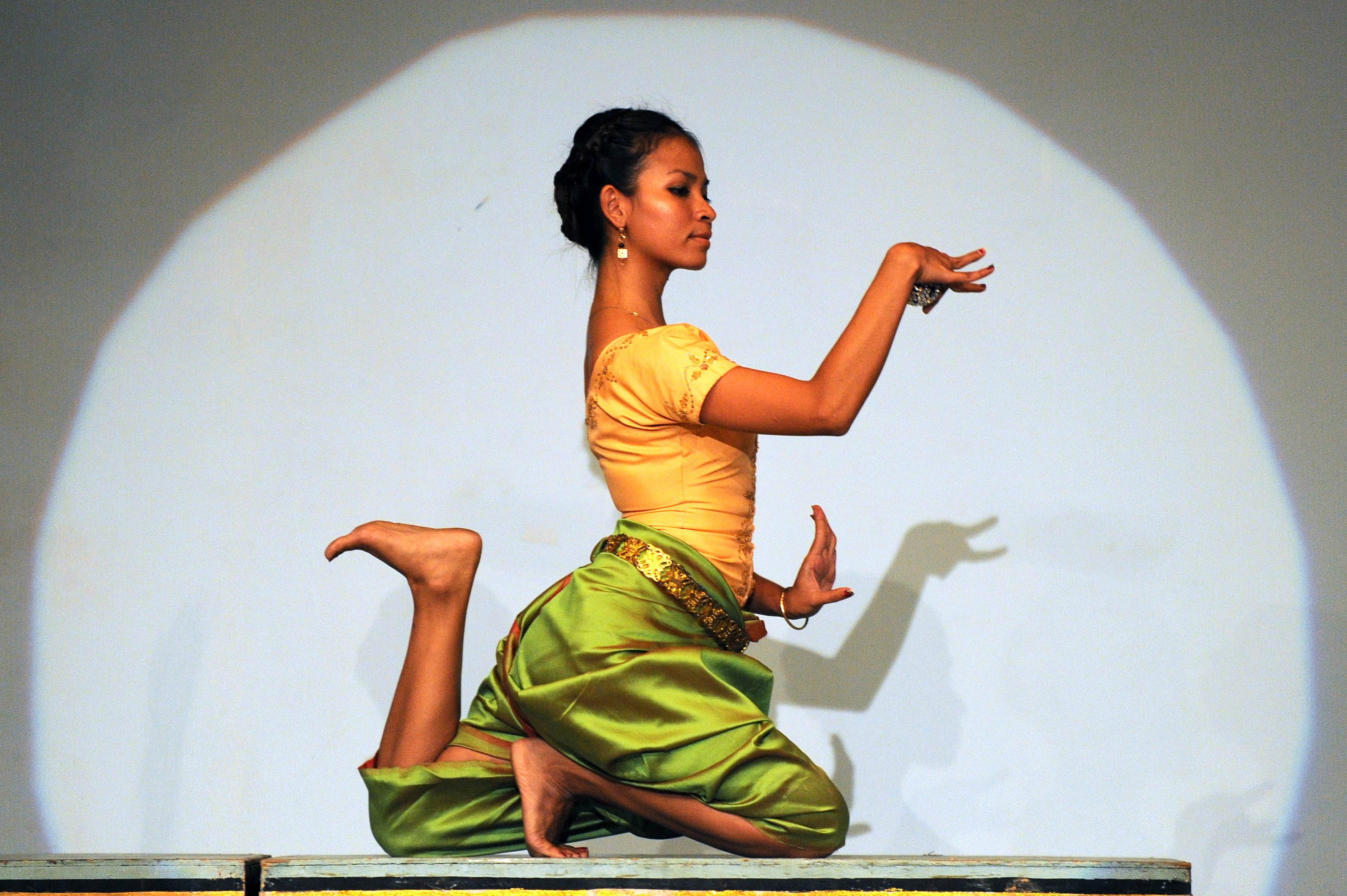 Pictures of Thai Dance Hand Gestures - slavcentr info