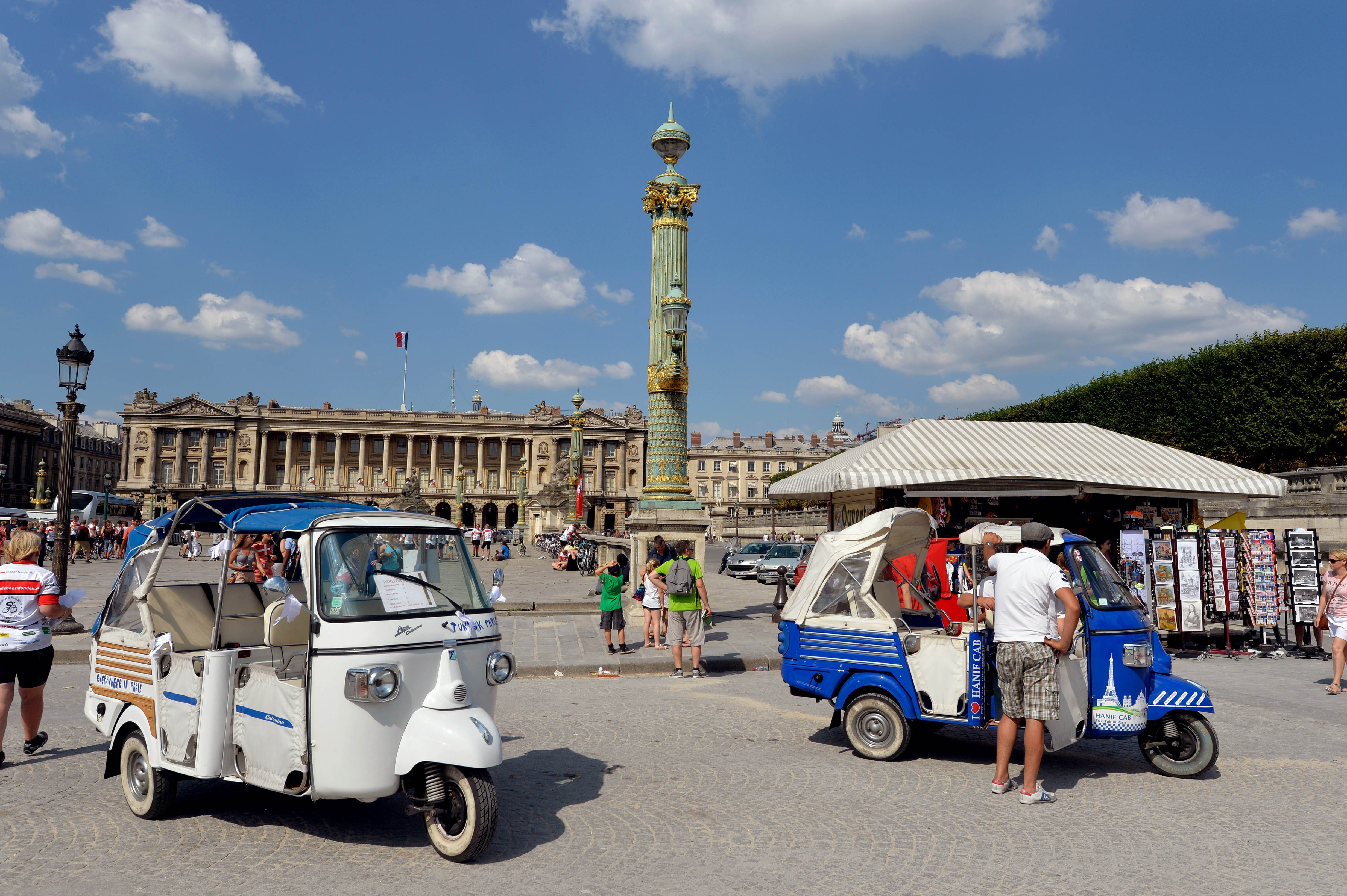 asian tuk tuks filling niche in paris the japan times. Black Bedroom Furniture Sets. Home Design Ideas