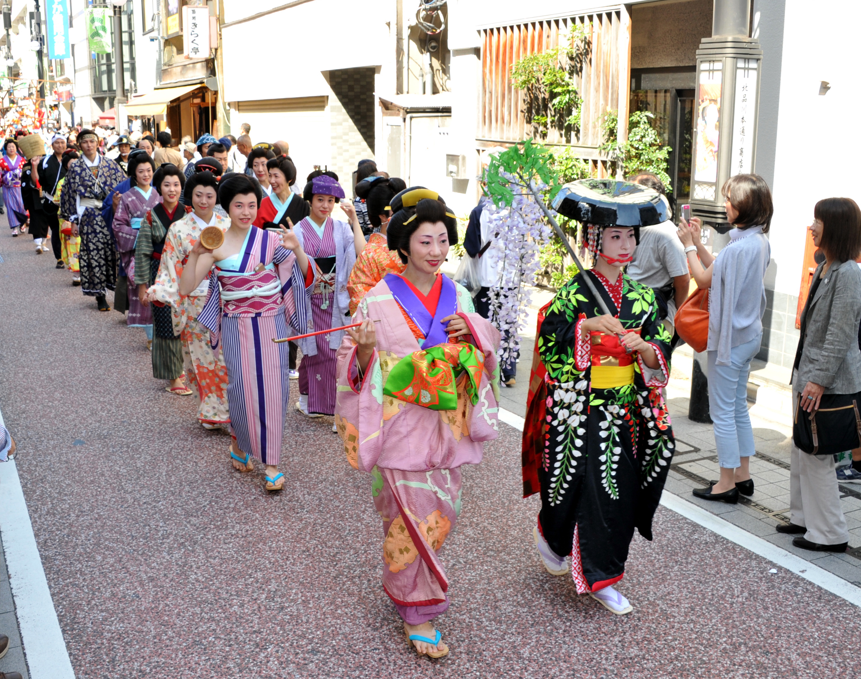 People in period costumes take part in the Edo Fuzoku Gyoretsu (Edo Culture Parade) near part of the former Tokaido Road between the Yatsuyama and Aomonoyokocho districts of Shinagawa Ward, Tokyo, on Sept. 28.