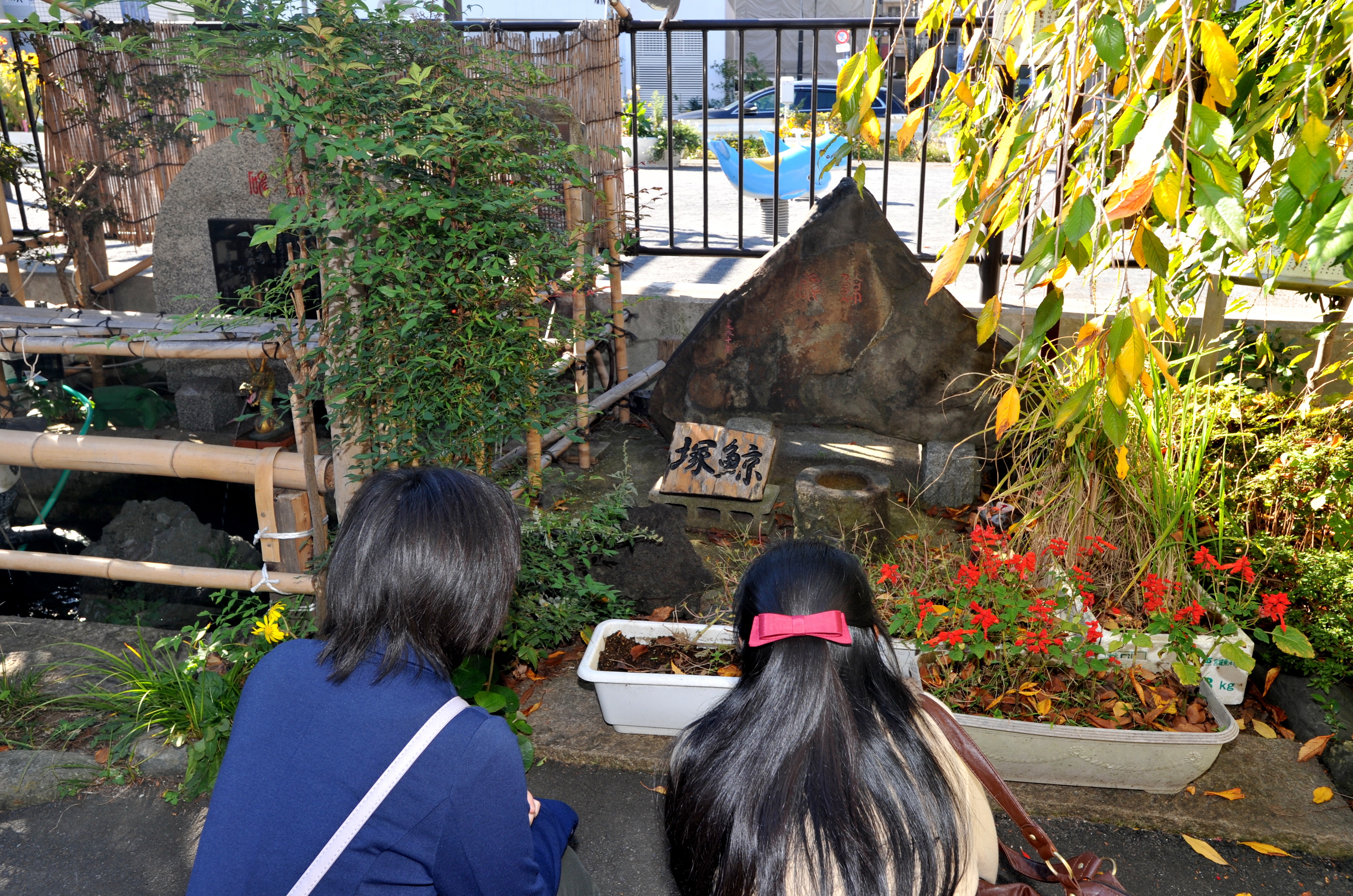 Girls offer silent prayers to the Kujirazuka (whale mound), where the remains of a 16.5-meter whale that beached itself on the coast of Shinagawa on a stormy day in 1798 are buried.