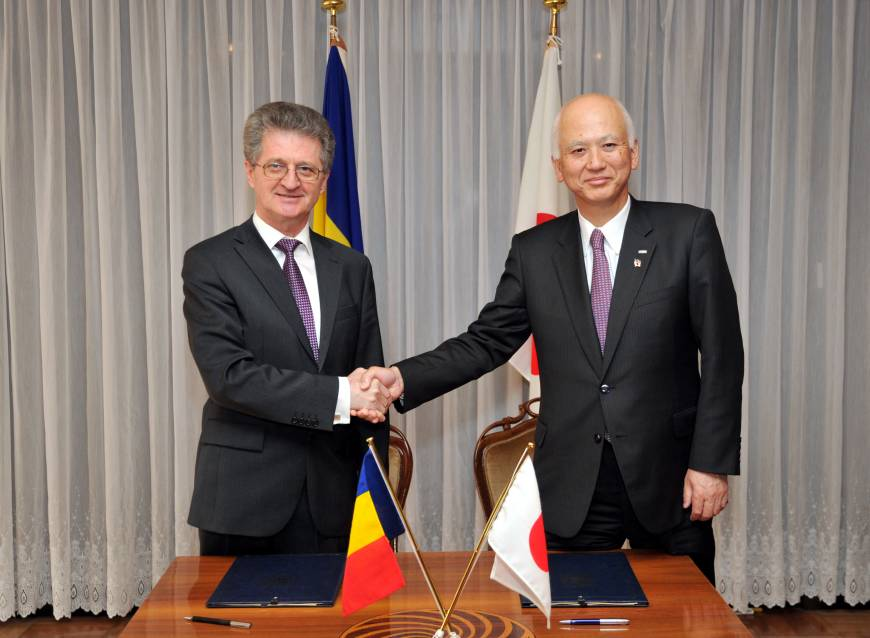 New Honorary Consul of Romania to Osaka Tetuso Agata (right) shakes hands with Romanian Ambassador Radu Serban, during a signing of the protocol ceremony at the Romanian embassy in Tokyo on April 27.