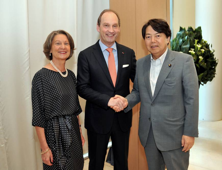 Belgian Ambassador Luc Liebaut (center) and his wife, Karine Vercraeye, pose with Agriculture, Forestry and Fisheries Minister Yoshimasa Hayashi at a reception celebrating Belgian National Day at the embassy in Tokyo on July 22.
