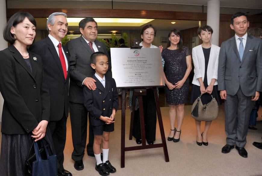 President of the Mexican Senate Miguel Barbosa (third from left) poses during his official visit to Japan at a reception on July 10 commemorating the solidarity that Kumaichi Horiguchi, then Charge d