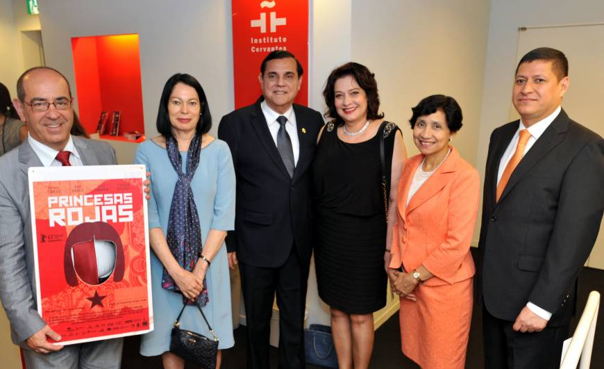 Celebrating the 80th Anniversary of Diplomatic Relations between Central American Countries and Japan, the Central American Film Festival ran from June 1 to 5 at the Instituto Cervantes Tokyo. From left, Antonio Gil de Carrasco, Director of the Instituto Cervantes Tokyo; Lilliam Rodriguez (Costa Rica); Saul Arana Castellon (Nicaragua); Marlene Villea de Talbott (Honduras); Martha Lidia Zelayandia Cisneros (El Salvador); and Cristobal Herrena Dubon (Guatemala) pose at the opening on June 1.