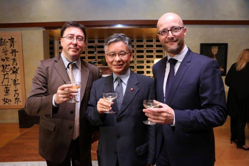 Frederic Meyer (right), director of the Atout France tourism bureau in Japan, raises a glass at his farewell party at the French ambassador