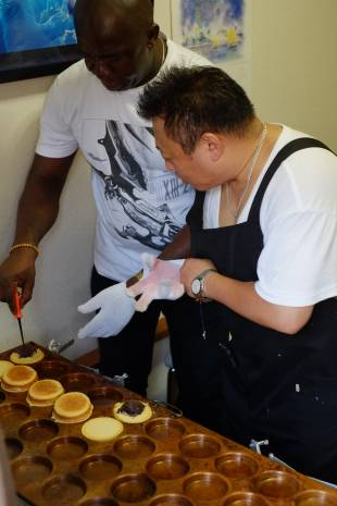 In August, Paul partnered with retired SDF special forces member Taku Tsuaki to launch Nigeria's first imagawayaki (azuki bean- or custard-filled shortcake) business. They shipped a griddle to Lagos last month.