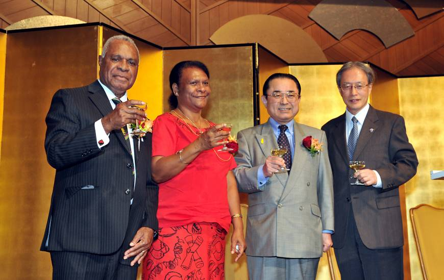 Papua New Guinea Ambassador Gabriel Dusava (left), and his wife Anna prepare to raise their glasses with Chairman of the Japan-Papua New Guinea Parliamentarian
