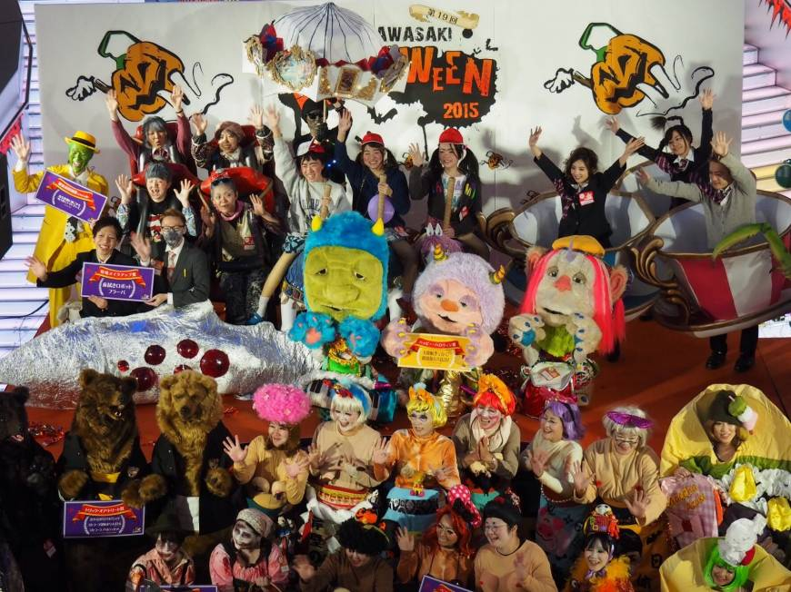 The top prize goes to a mobile amusement park comprising 12 people. Can you spot all of the park