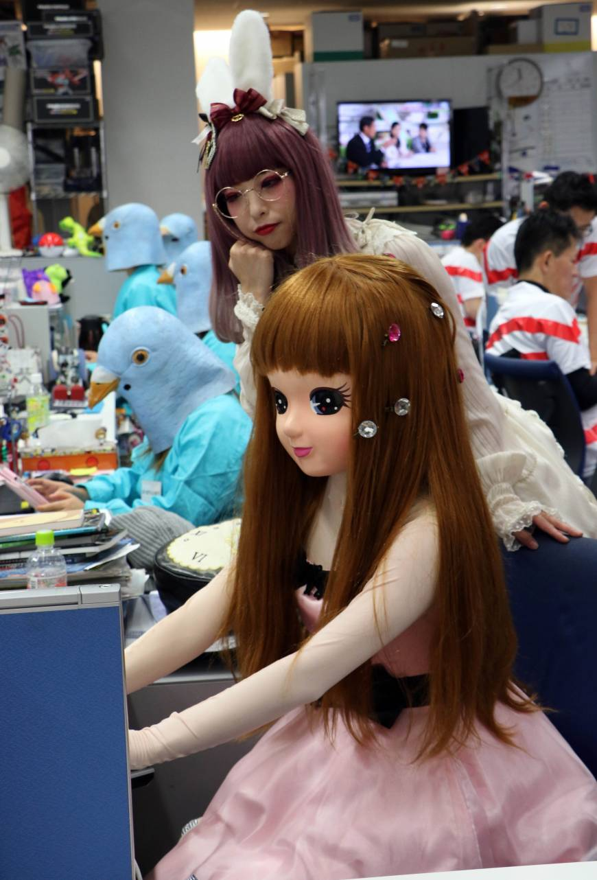 Other employees dressed as the Licca-chan doll for the event.