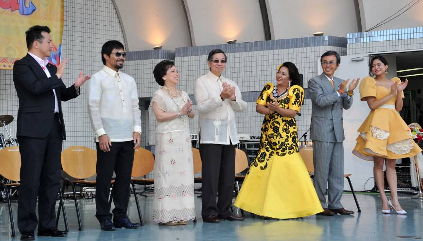 From left, Parliamentary Vice-Minister for Foreign Affairs Takashi Uto; boxer Manny Pacquiao; Maria Teresa, the Philippine Ambassador