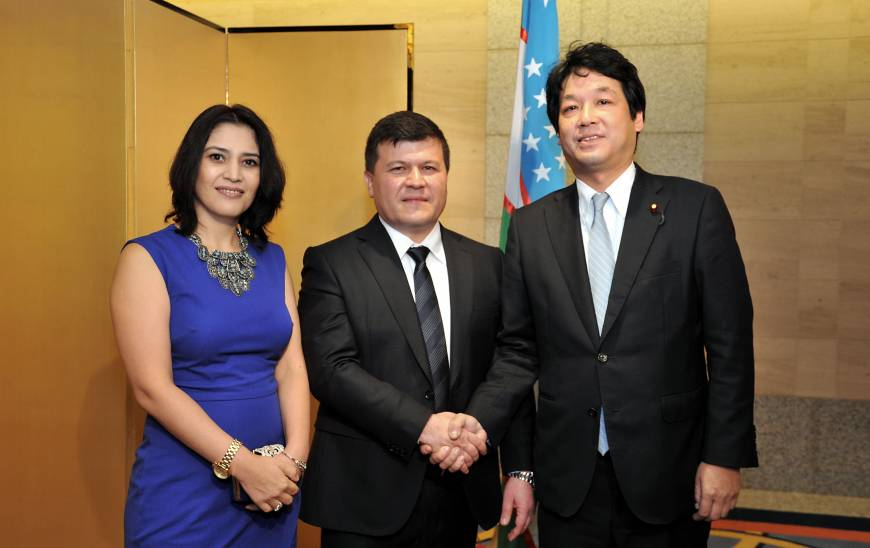 Uzbekistan Ambassador Farrukh Tursunov (center), and his wife, Madina welcome Parliamentary Vice-Minister for Foreign Affairs Kentaro Sonoura (right), during a reception to celebrate the country