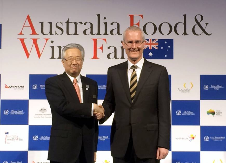 Australian Ambassador Bruce Miller (right) and Hisaaki Takei, Senior Corporate Executive Officer of Prince Hotels, Inc., shake hands at the opening ceremony of the Australia Food & Wine Fair at the Prince Park Tower Tokyo on Sept. 28. The fair will be held at 43 restaurants in seven Prince Hotels in the Tokyo Metropolitan area through November.