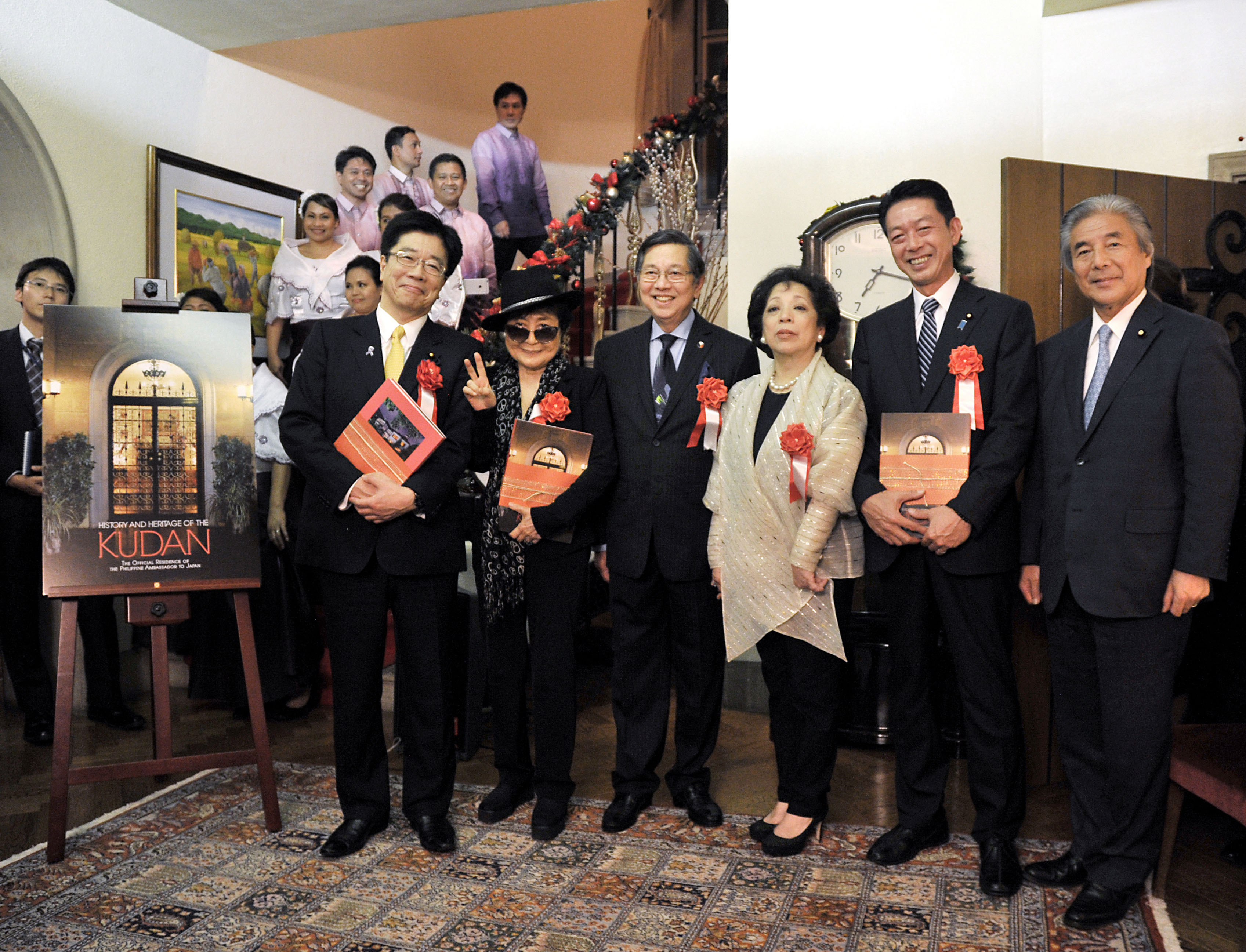 (From left), Katsunobu Kato, the state minister in charge of building a society in which all 100 million people can play an active role; Yoko Ono; Ambassador Lopez; the ambassador's wife Maria Teresa Lopez; State Minister for Foreign Affairs Yoji Muto; and former Foreign Minister Hirofumi Nakasone. | YOSHIAKI MIURA