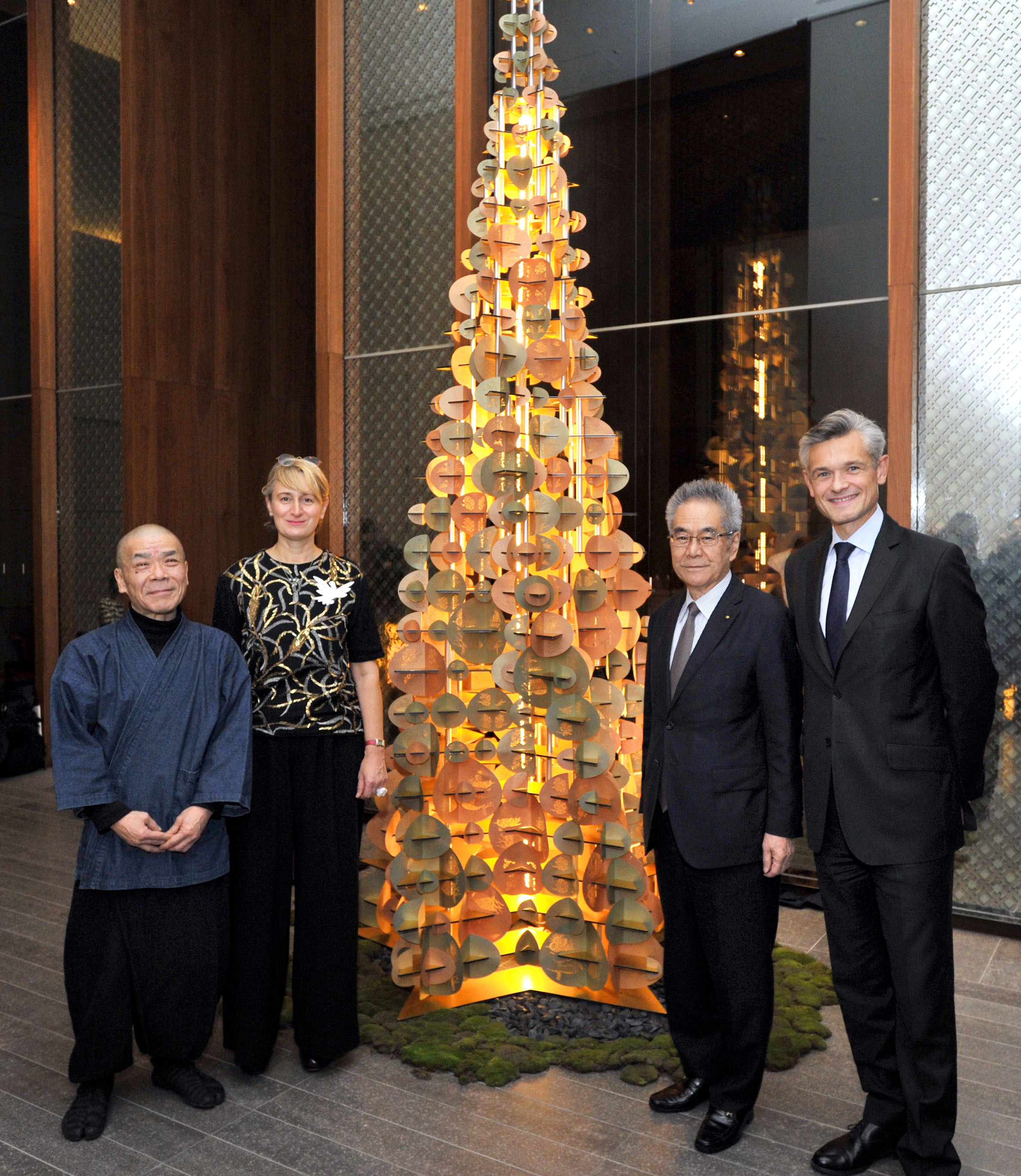 France-based paper installation artist Marianne Guely (second from left), who unites Japanese craft traditions in an original design with the Andaz Tokyo Christmas tree in the Andaz Salon, poses with, (from left), Takeshi Nishimura, Yuzen-engraving artisan, Shigeru Takeo, president of TAKEO Co. and Arnaud de Saint-Exupery, general manager of the Andaz Tokyo on Nov. 27.   YOSHIAKI MIURA