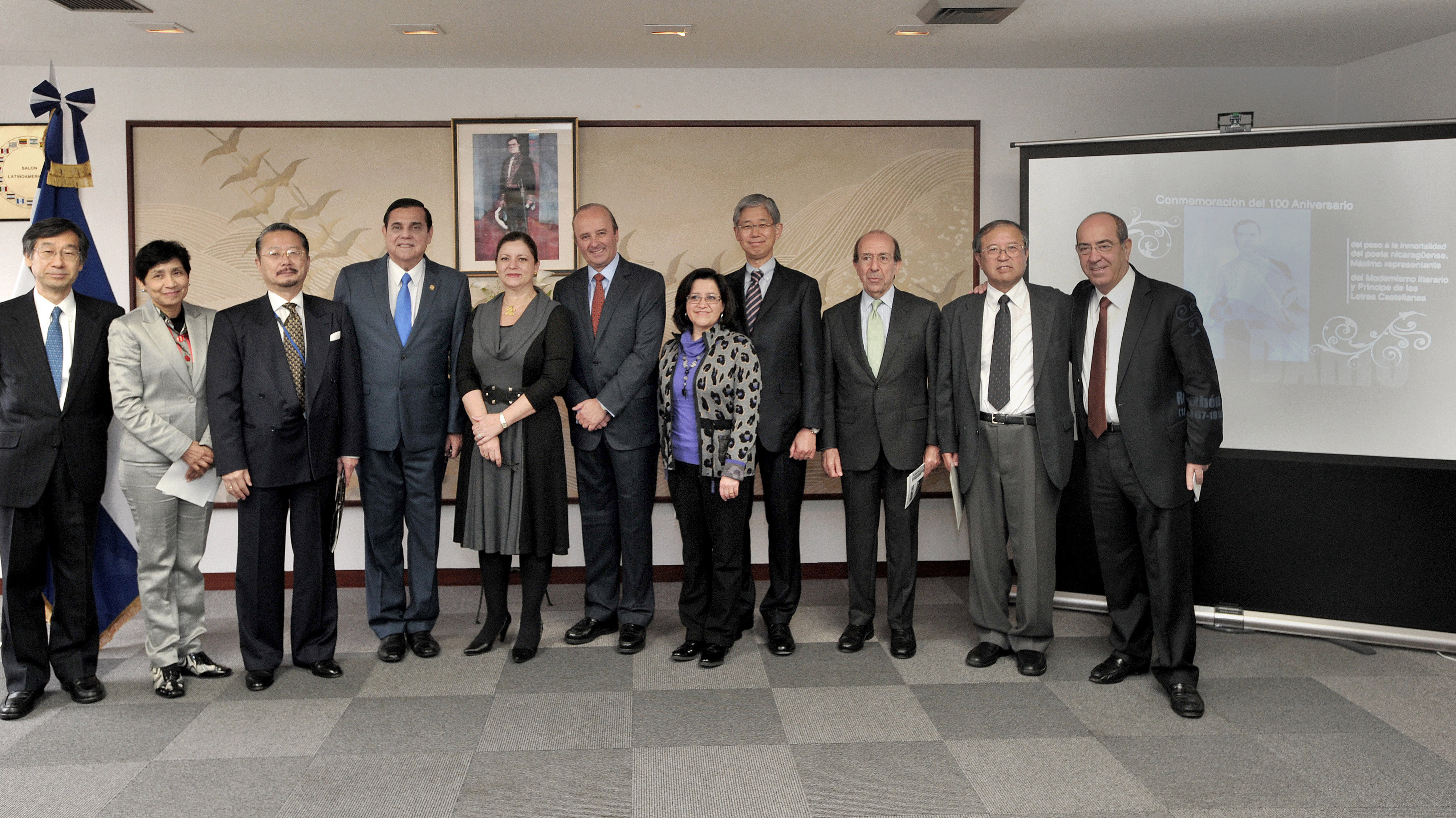 """Nicaraguan Ambassador Saul Arana (fourth from left) poses with Latin American ambassadors; the Spanish ambassador; guest speakers Naohito Watanabe (third from left), senior deputy director, Global Environment Division, International Cooperation Bureau, Ministry of Foreign Affairs; Norio Shimizu (second from right), Sofia University professor; Antonio Gil de Carrasco (right), director of the Instituto Cervantes Tokyo; Yasushi Takase (fourth from right), director-general, Latin American and Caribbean Affairs Bureau, MOFA; and others at an event, the """"100th anniversary of the death of  the immortal Nicaraguan poet Ruben Dario (1867-1916),"""" at the Latin America Salon in Tokyo on Feb. 8. 