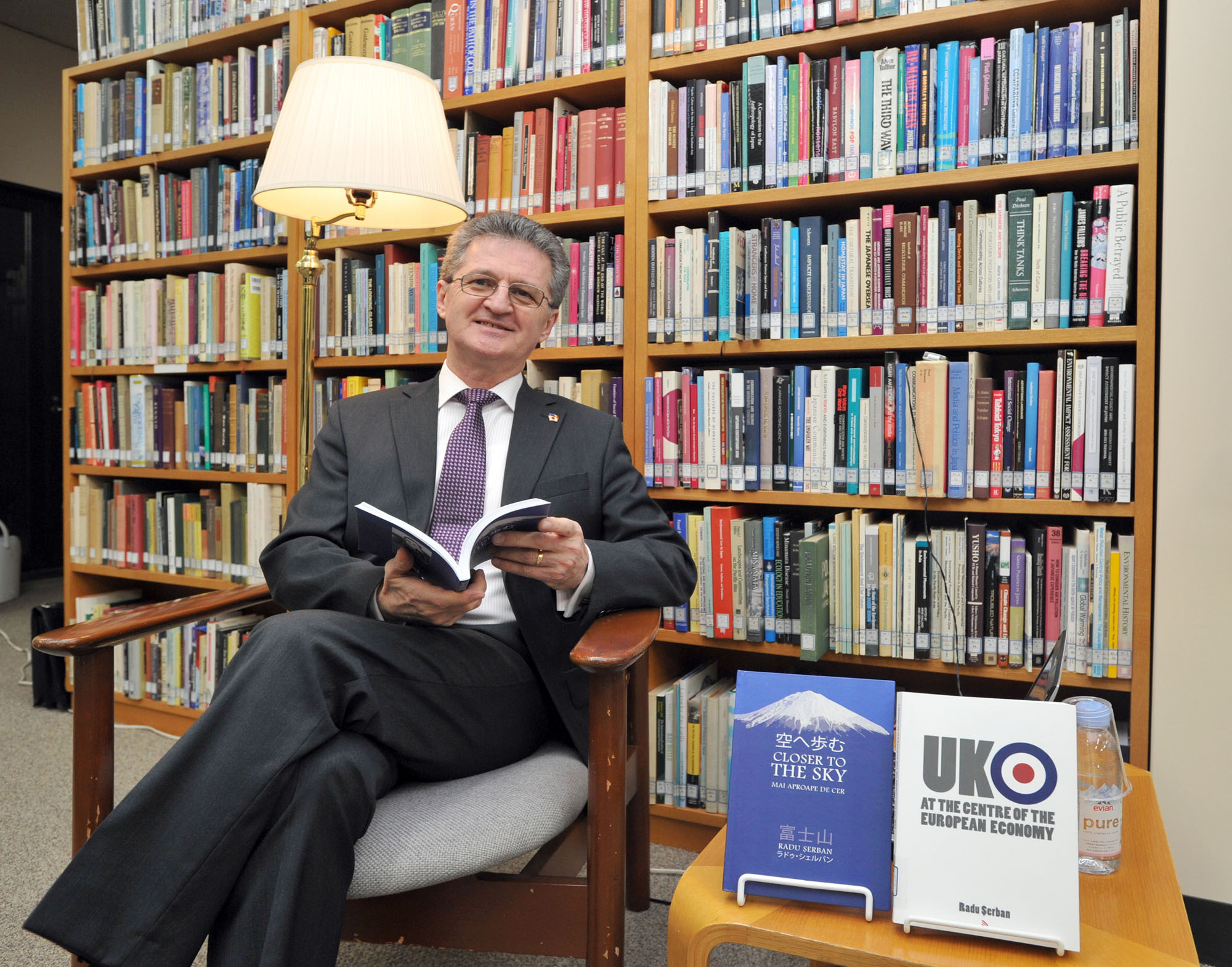 """Romanian Ambassador Radu Serban, at a reading for his book, """"Closer to the Sky"""" or """"Sora e ayumu,"""" which is about his climbing of Mt. Fuji in July, 2014. The book is not only a story of his climb, but also a glimpse into his philosophy of life, beliefs, and experiences, as well as the contrasts between Japan and Romania, at International House Library in Tokyo on Feb. 19. 