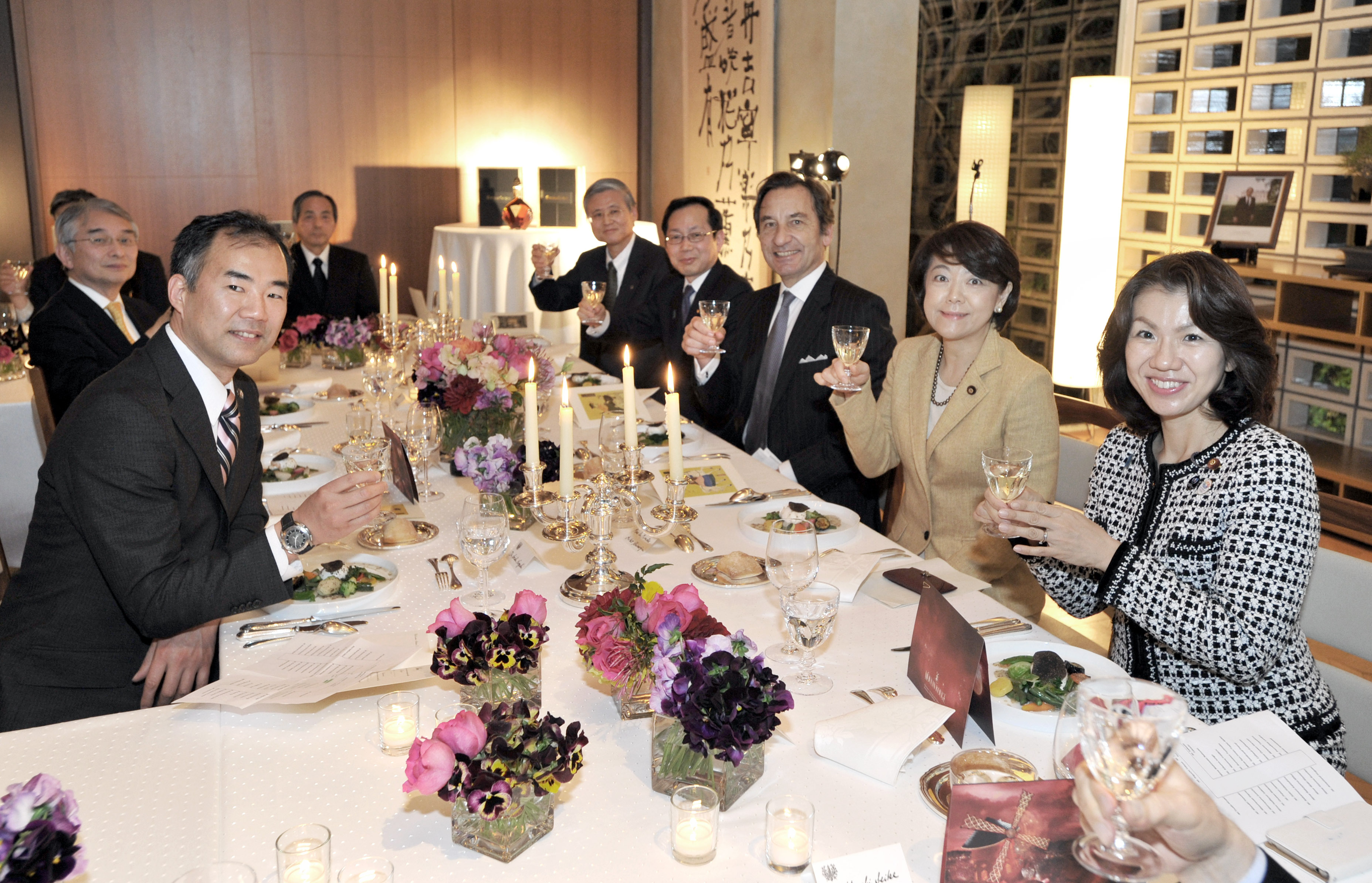 """French Ambassador Thierry Dana (third from right) raises a glass with astronaut Shuichi Noguchi (left); State Minister for Okinawa and Northern Territories Affairs and Minister in Charge of Science and Technology, Space Policy and Territorial Issues Akiko Shimajiri (second from right); Parliamentary Vice-Minister of Education, Culture, Sports, Science and Technology Mayuko Toyota (right); and others guests, at a """"GOOD FRANCE"""" food promotion event, which featured food typically eaten by astronauts prepared as French hors d'oeuvres, at the ambassador's residence in Tokyo on March 22. 