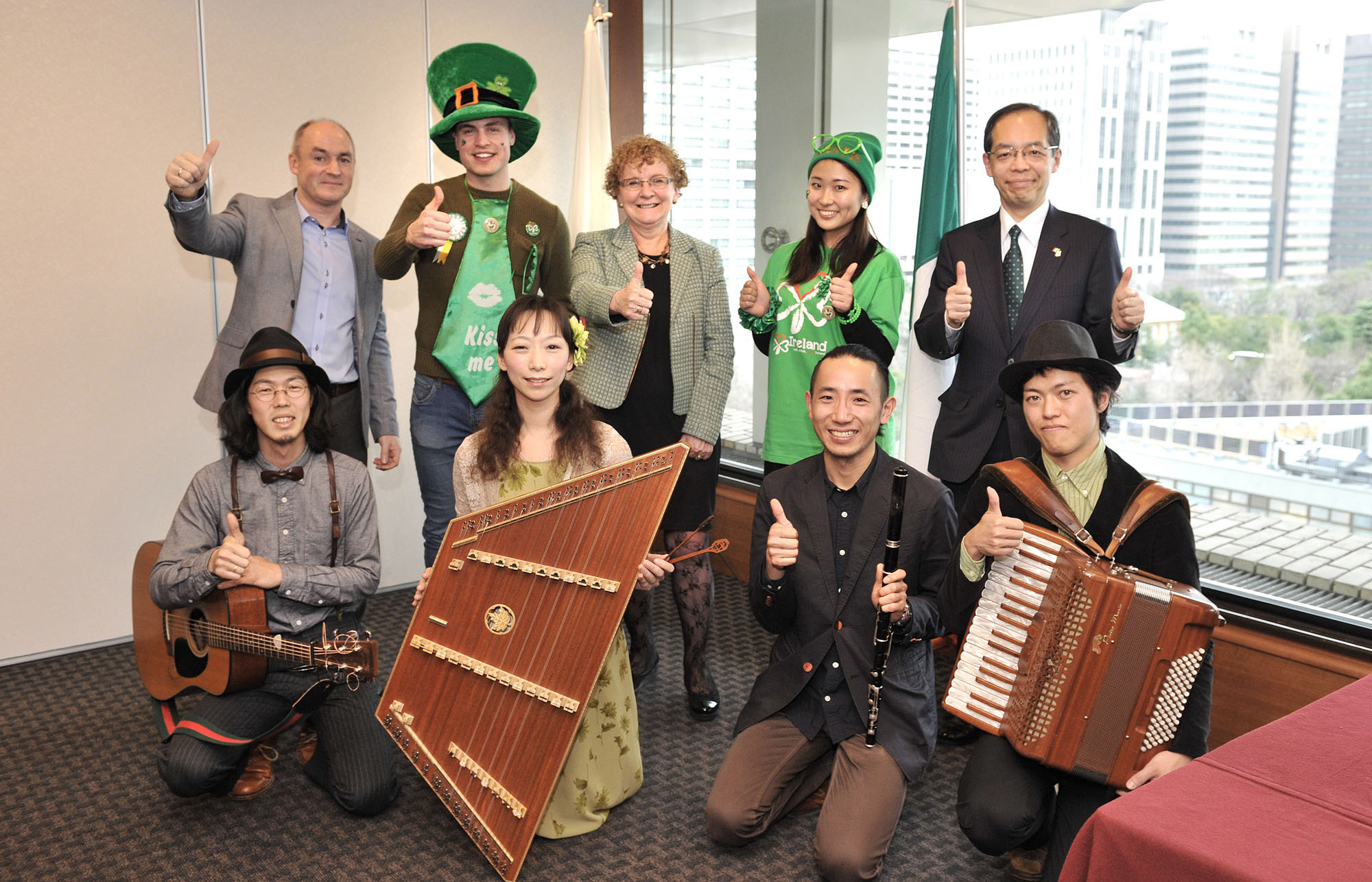 Irish Ambassador Anne Barrington (back row, center) poses with Declan Somers (back, left), chairperson of the Irish Network Japan Tokyo; Yoshihiro Tsuchiya (back, right), vice president of the Ireland Japan Chamber of Commerce and chairperson of the I Love Ireland Festival 2016 Committee;   members of the Irish music group O'Jizo; and hammered dulcimer player MiMi (front row, second from left), at a press conference announcing St. Patrick's Day events at the Japan National Press Club on Feb. 24. | YOSHIAKI MIURA