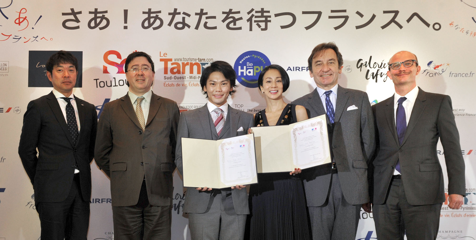 "Bicycle racer Yukiya Arashiro (third from left) and freelance announcer Eriko Nakamura (third from right), after being named France 2016 sightseeing goodwill ambassadors, pose with ""France Sightseeing Campaign 2016"" partners, from left, Shigeru Fukui, H.I.S. Co.; Frederic Mazenq, director in Japan of Atout France; French Ambassador Thierry Dana; and Stefan Vanovermeir, general manager for Japan, Air France and KLM at a press conference at the ambassador's residence in Tokyo on March 24. 