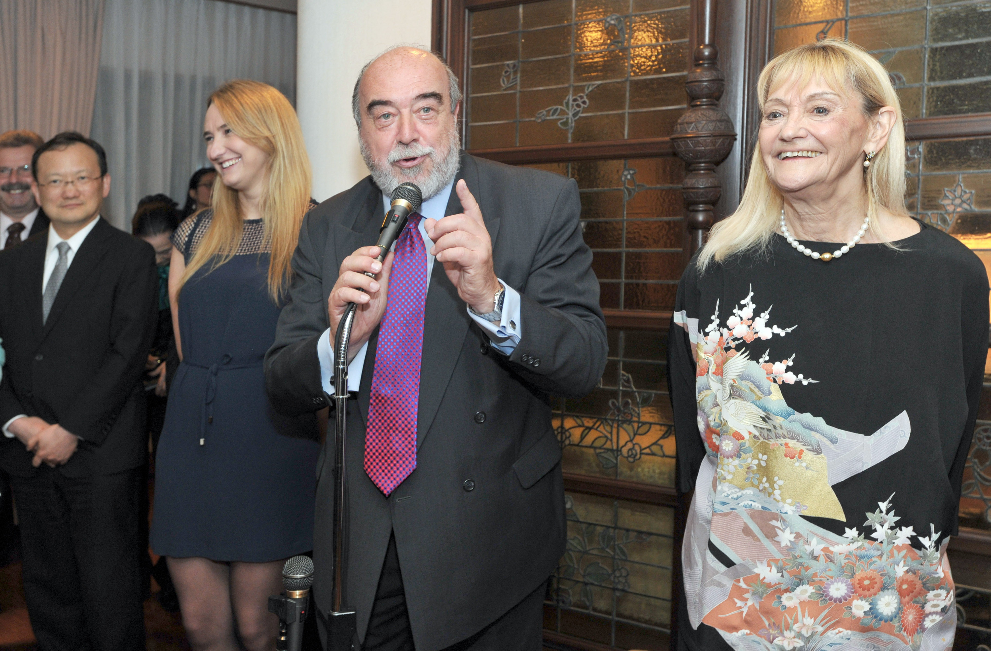 Argentine Ambassador Raul Dejean (second from right) is flanked by his wife Teresa (right) and  daughter Mariangeles (second from left) as he speaks at a farewell reception at the ambassador's residence on March 30. | YOSHIAKI MIURA