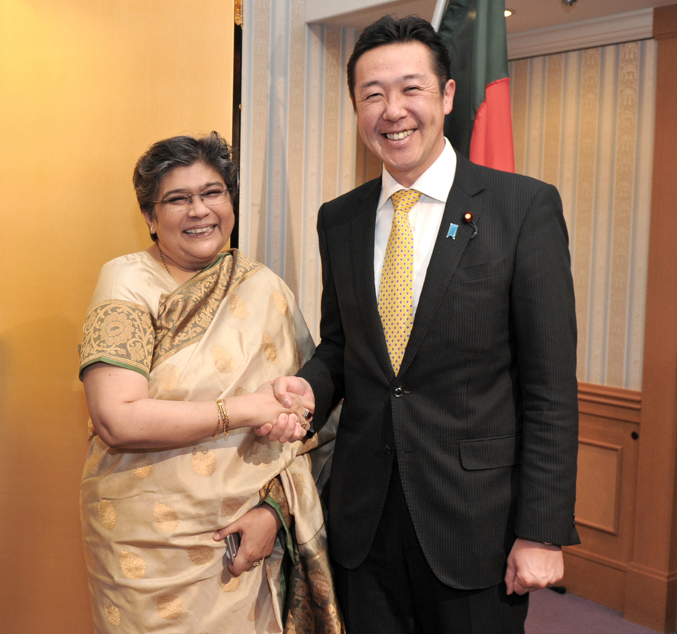 Bangladesh Ambassador Rabab Fatima (left) welcomes Parliamentary Vice-Minister for Foreign Affairs Hitoshi Kikawada (right) during a reception to celebrate of the country's the 45th Anniversary of Independence and National Day at Hotel Okura, Tokyo on March 29. | YOSHIAKI MIURA
