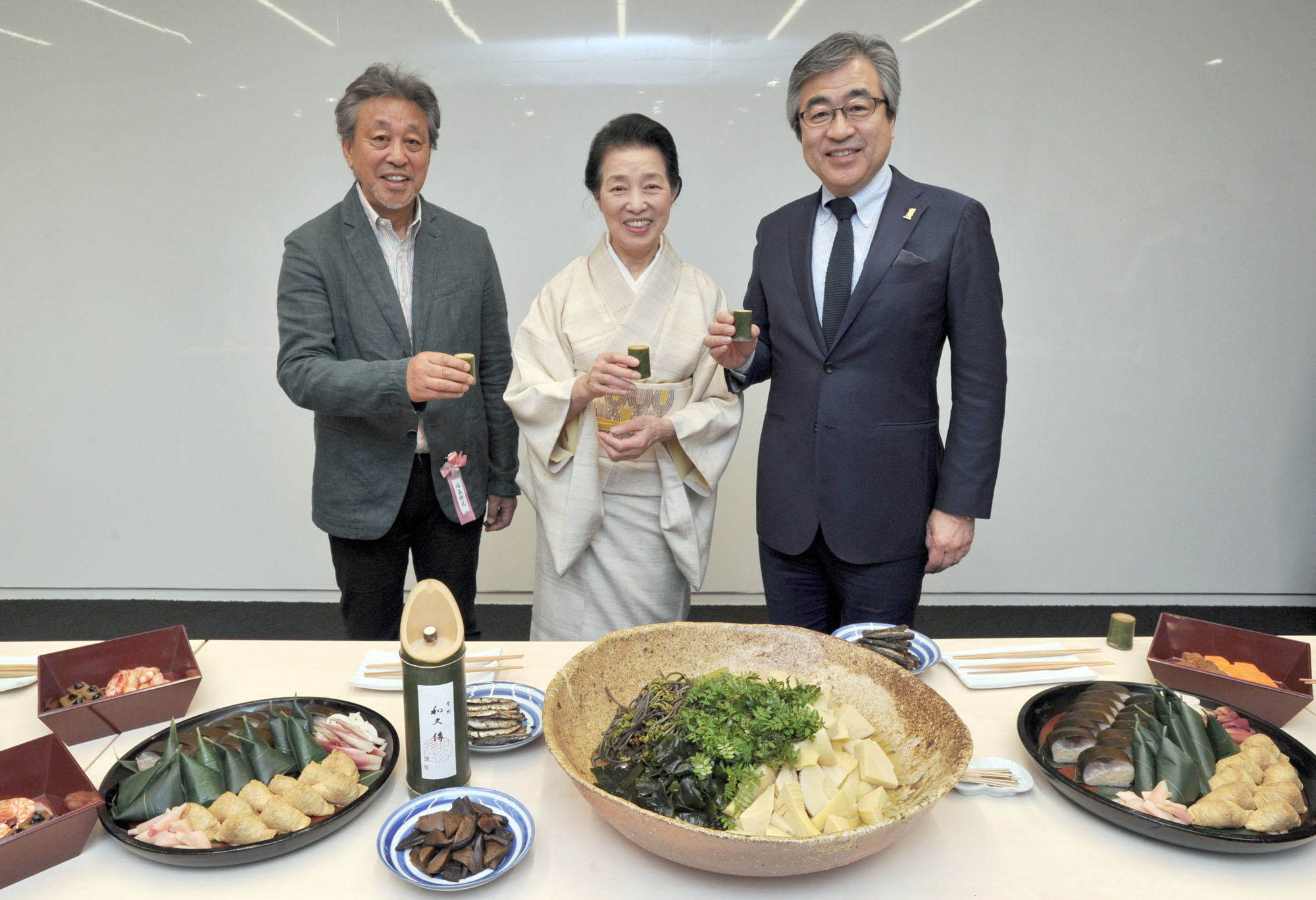 """(From left) Exhibitors from Kyoto, ceramist Masatake Fukumori and Murasakino Wakuden President Aya Kuwamura, share a toast with Managing Executive Officer and General Manager of the Mitsukoshi Nihombashi Store, Yoji Naka, at an opening ceremony for the """"Wakuden, Work & Pleasure"""" exhibition, which runs until May 10, at Gallery Life Mining in the Mitsukoshi Nihombashi Store on April 13. 