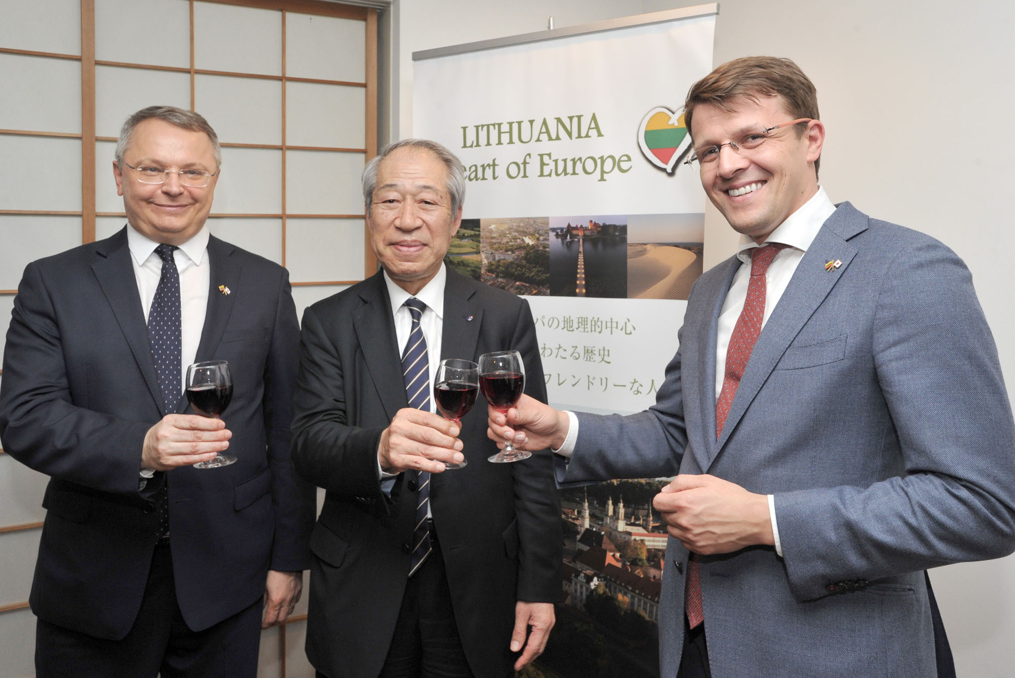 Vice Minister of the Economy of the Republic of Lithuania Marius Skarupskas (right), shares a toast with Lithuanian Ambassador to Japan Egidijus Meilunas (left) and Tatsumi Yamazaki (center), chairman of the Japan Bioindustry Association Steering Committee, at a welcome reception at the Lithuanian embassy on May 11. | YOSHIAKI MIURA