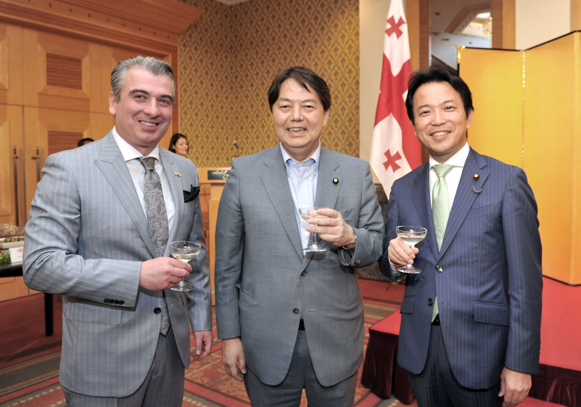 Georgian Ambassador Levan Tsintsadze (left) shares a drink with former Agriculture, Forestry and Fisheries Minister Yoshimasa Hayashi (center) and Parliamentary Vice-Minister for Foreign Affairs Masakazu Hamachi during a reception to celebrate the country's Independence Day at the Hotel Okura Tokyo on May 26. | YOSHIAKI MIURA