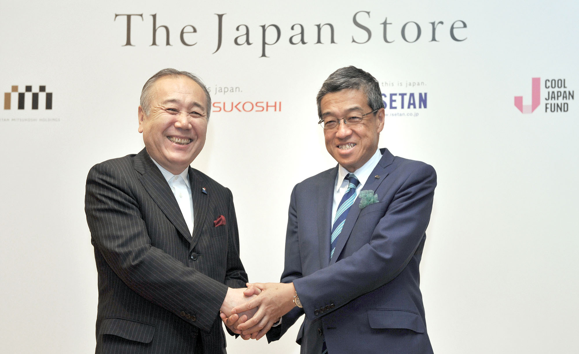 "Isetan Mitsukoshi Holdings Ltd. President and CEO Hiroshi Ohnishi (right), shakes hands with Cool Japan Fund CEO Nobuyuki Ota during a press conference for a Cool Japan Project, ""ISETAN The Japan Store Kuala Lumpur & The Japan Store ISETAN MITSUKOSHI Paris,"" at the Tsunamachi Mitsui Club in Tokyo on June 7. 