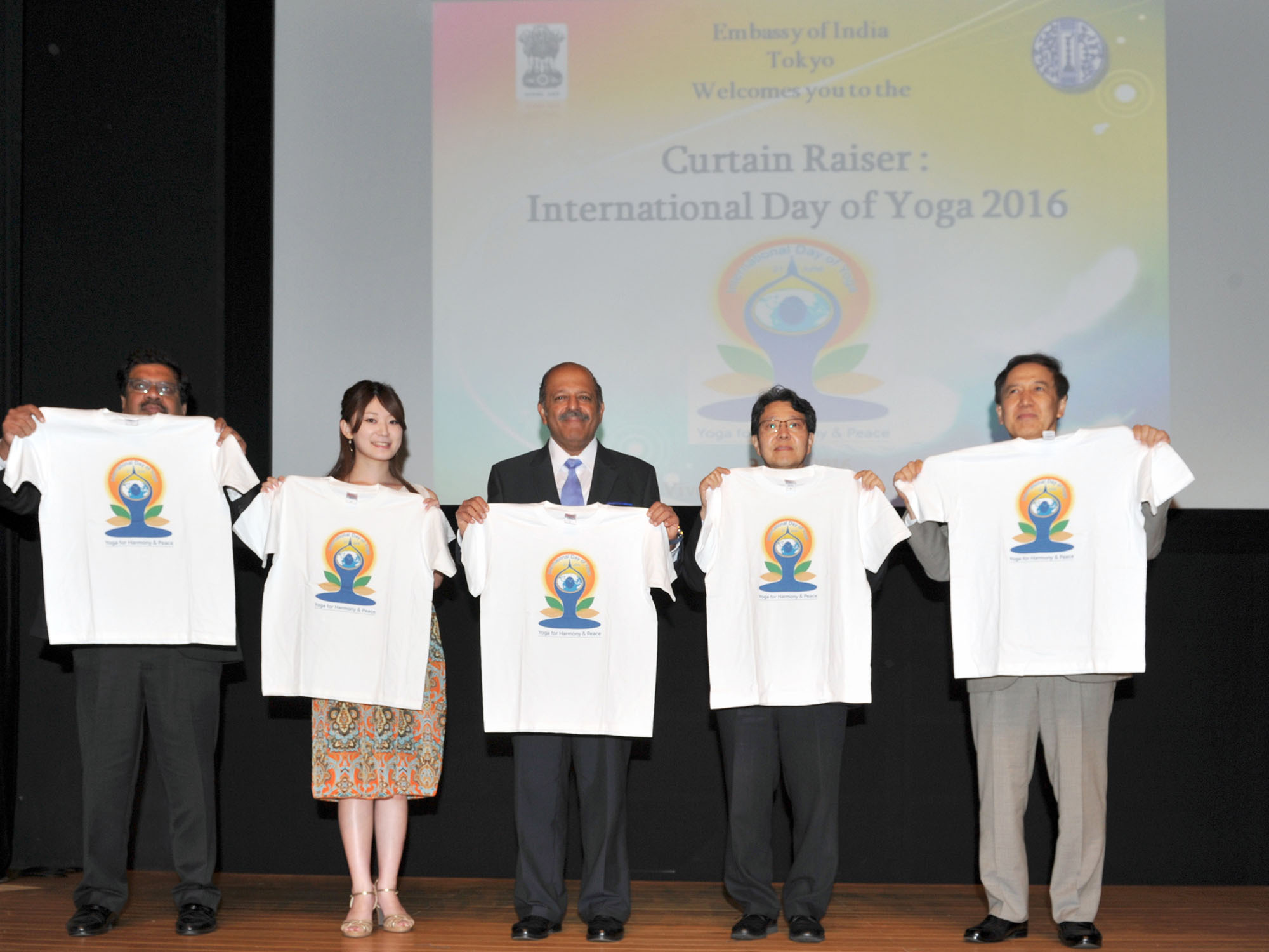 From left: Tech Mahindra Vice President and Head of North Asia Amitava Ghosh; Jury's Special Award winner and Miss World Japan 2015 Akiko Kato; Ambassador of India Sujan R. Chinoy; Japan Sports Authority Director General Tetsuya Kimura; and Maharishi Institute of Total Education Representative Director Shizuo Suzuki hold T-shirts bearing the logo for the second International Day of Yoga opening event at the Vivekananda Cultural Centre of the Indian Embassy in Tokyo on June 9. | YOSHIAKI MIURA