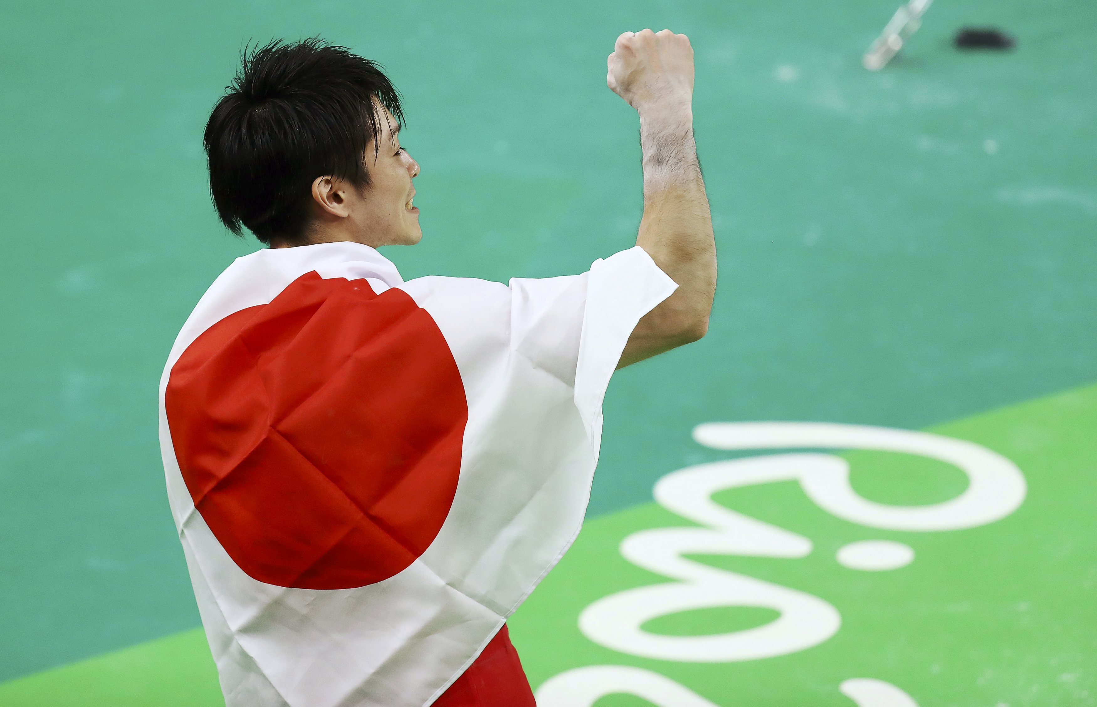 Kohei Uchimura celebrates after winning the gold medal in the men's individual all-around final on Wednesday at the 2016 Rio de Janeiro Olympics. | REUTER