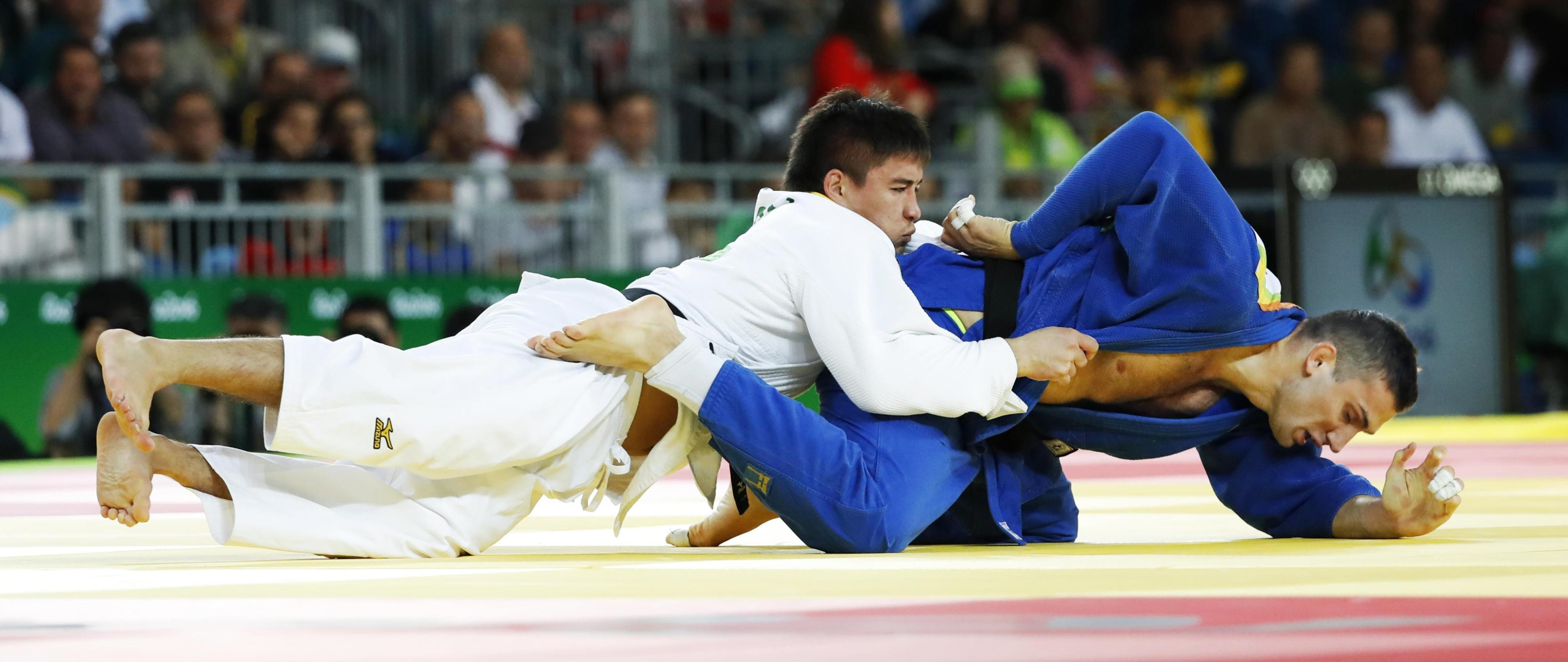Mashu Baker fights Varlam Liparteliani of Georgia during the men's 90-kg final of judo on Wednesday at Rio Olympics. | REUTERS