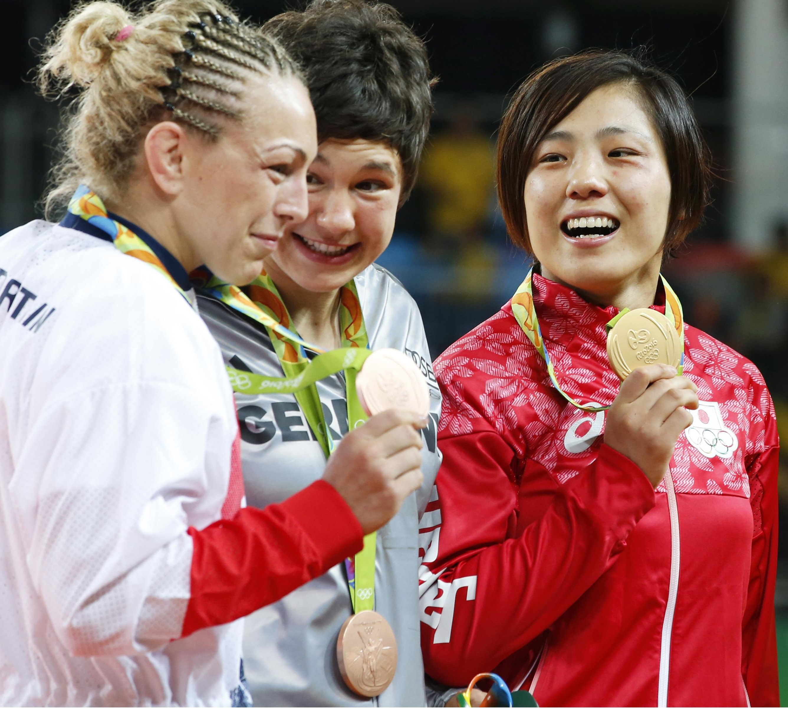 Haruka Tachimoto (center) poses with Yuri Alvear of Colombia (right) and Britain's Sally Conway in the award ceremony after earning the gold of women's 70-kg category of judo on Wednesday at the 2016 Rio de Janeiro Olympics. | REUTERS