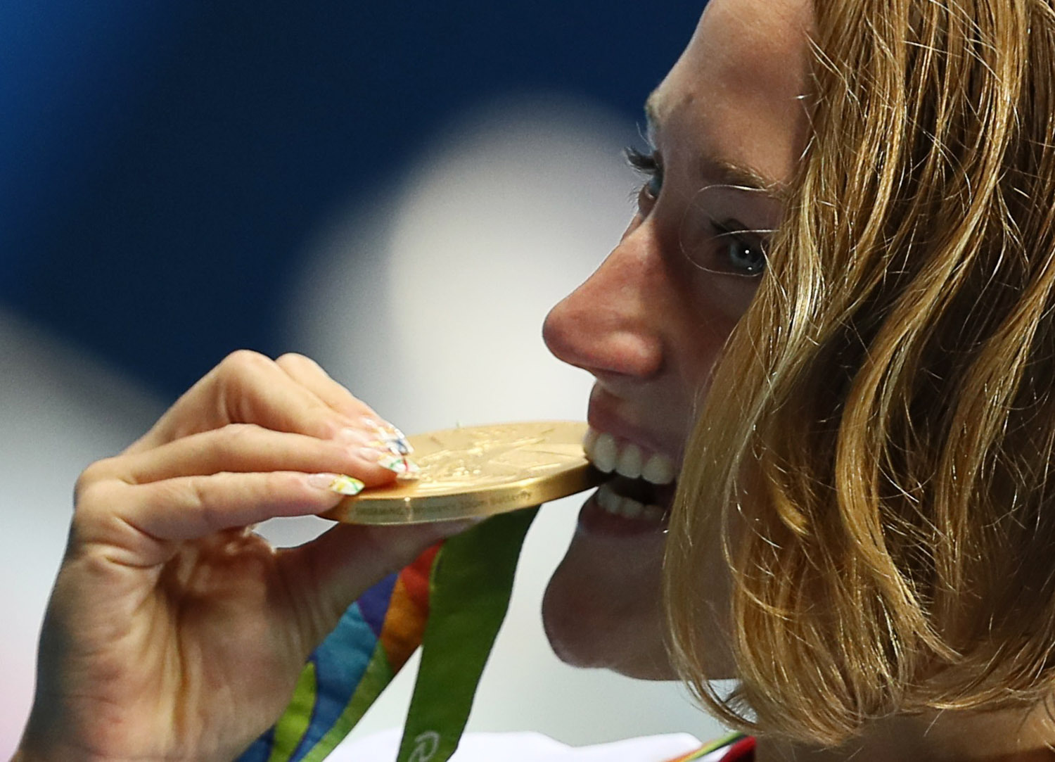 Mireia Belmonte of Spain poses with her gold medal after winning the women's 200-meter butterfly on Wednesday at the 2016 Rio de Janeiro Olympics.   | REUTERS
