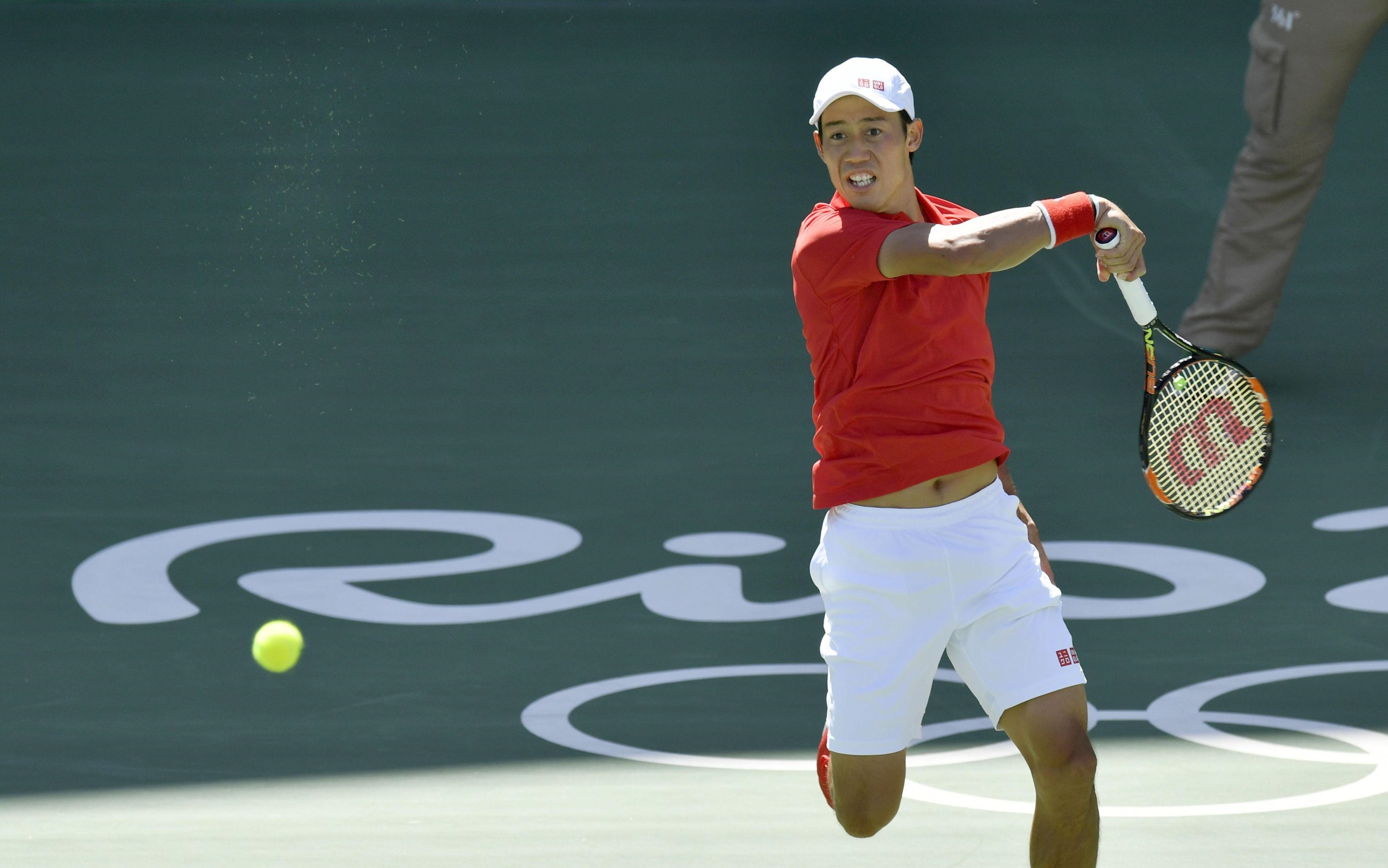 Kei Nishikori returns a shot during a 6-1, 6-4 loss to Andy Murray in the semifinals of the men's singles competition on Saturday at the 2016 Rio Olympics. | KYODO