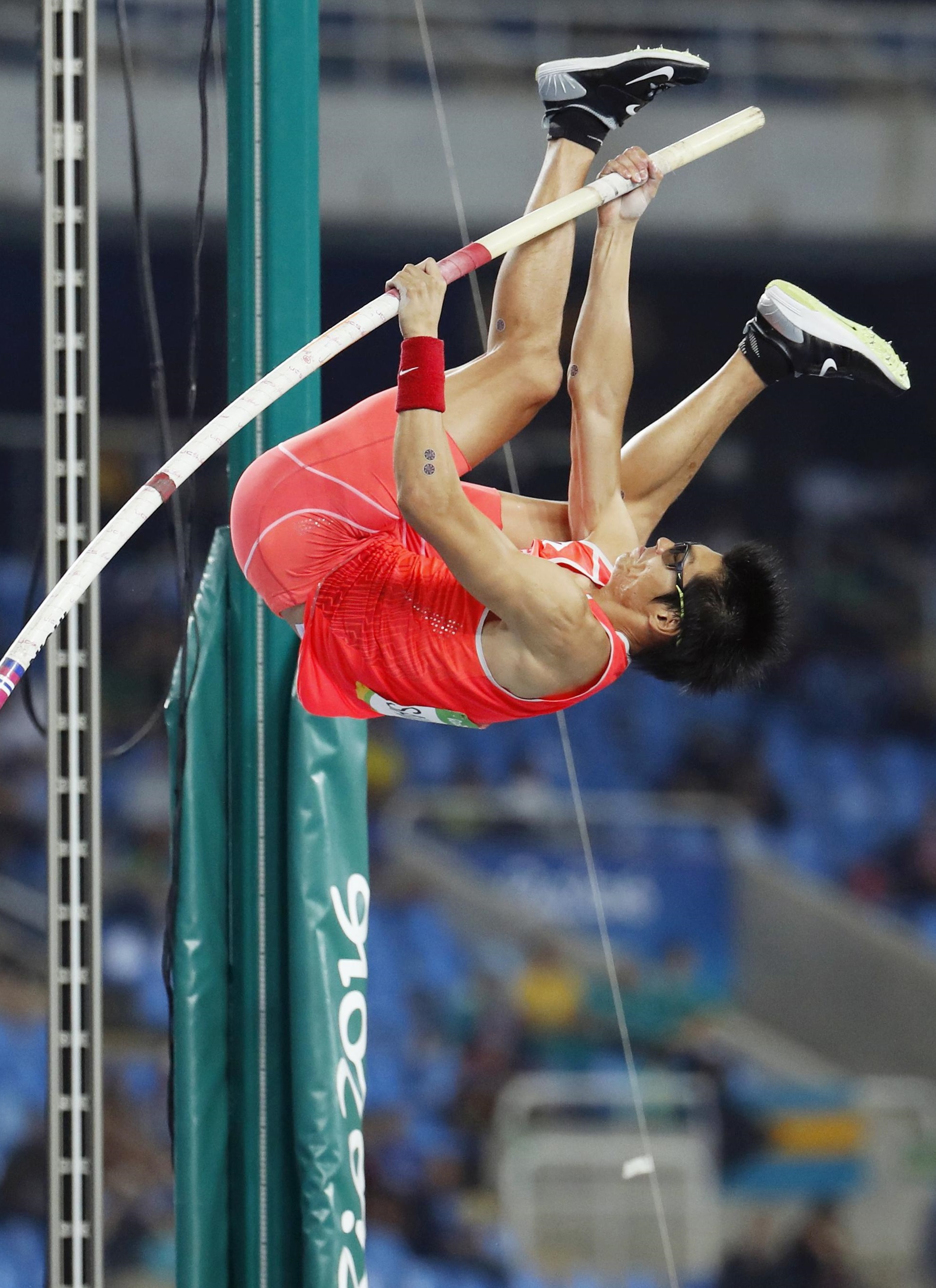 Daichi Sawano makes an attempt in the men's pole vault final during Monday's event at the 2016 Summer Olympics in Rio de Janeiro. | KYODO