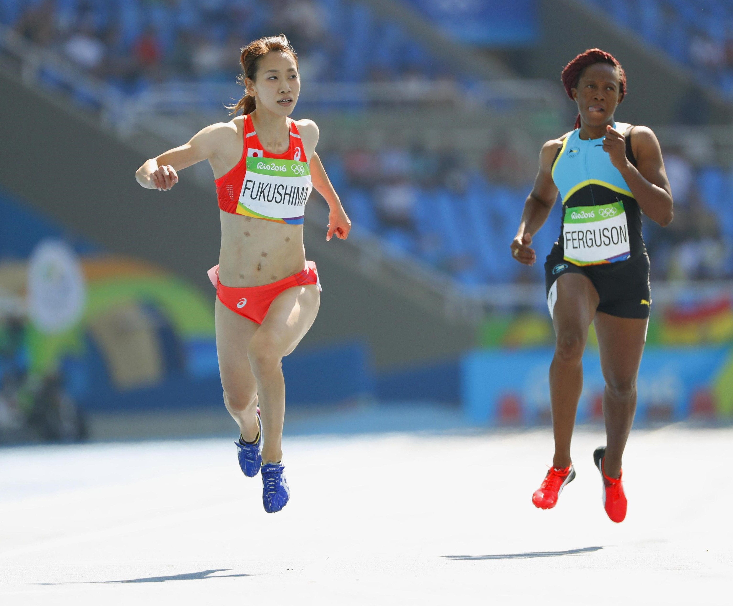 Chisato Fukushima competes in the women's 200-meter heat on Monday at the 2016 Rio de Janeiro Olympic. Fukushima failed to advance. | KYODO
