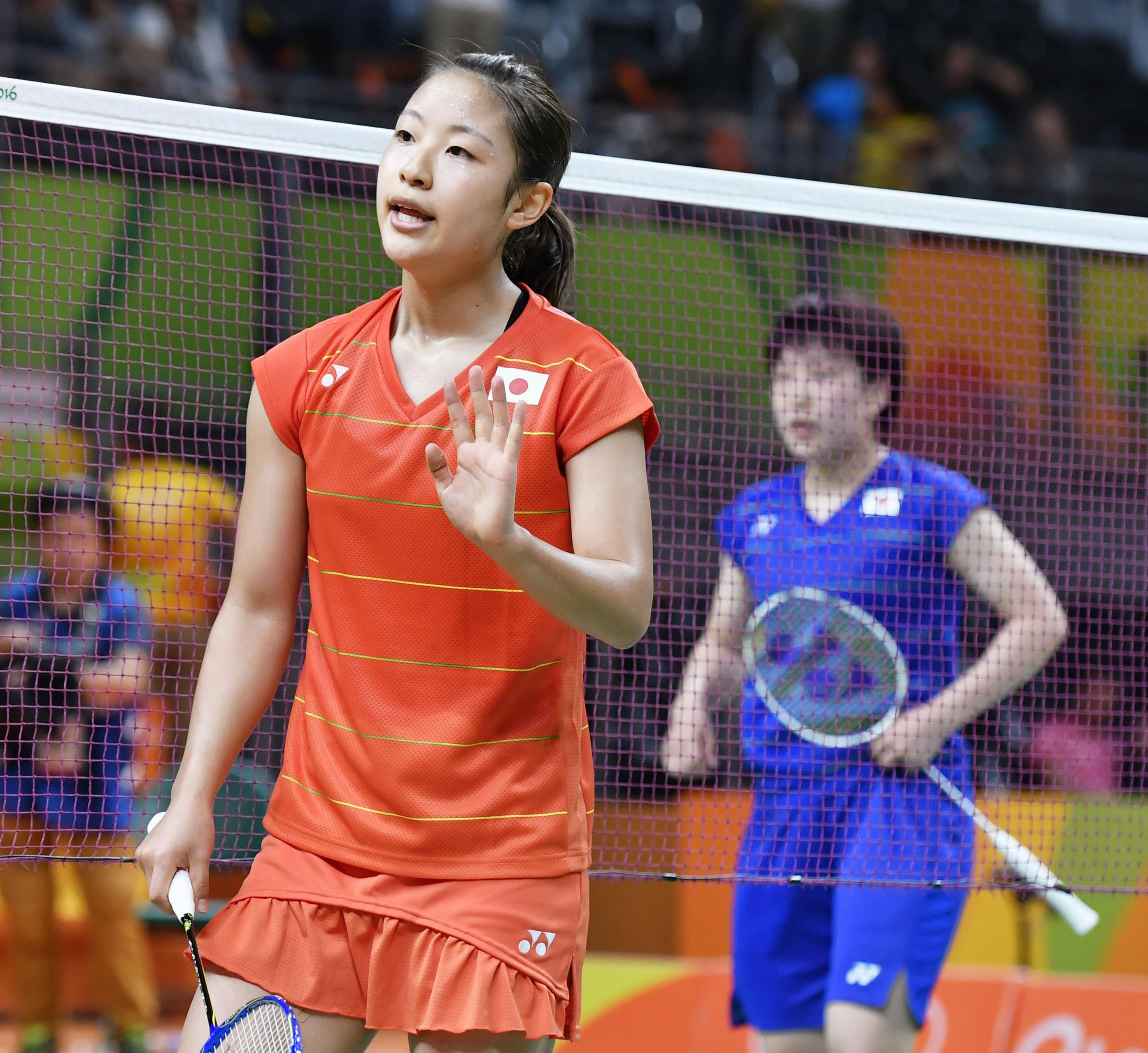 Nozomi Okuhara waves her hand after winning the All-Japan quarterfinal match against Akane Yamaguchi in the women's badminton singles on Tuesday at the 2016 Summer Olympic Games in Rio de Janeiro. |    KYODO