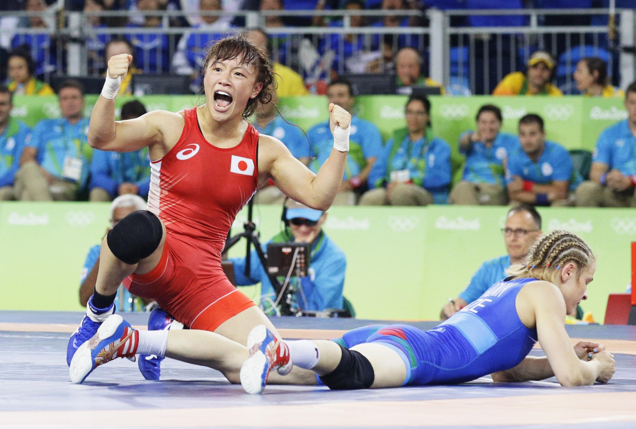 Eri Tosaka reacts after beating Azerbaijan's Mariya Stadnyk in their women's 48-kg freestyle final on Wednesday at the Rio de Janeiro 2016 Olympic Games. | KYODO