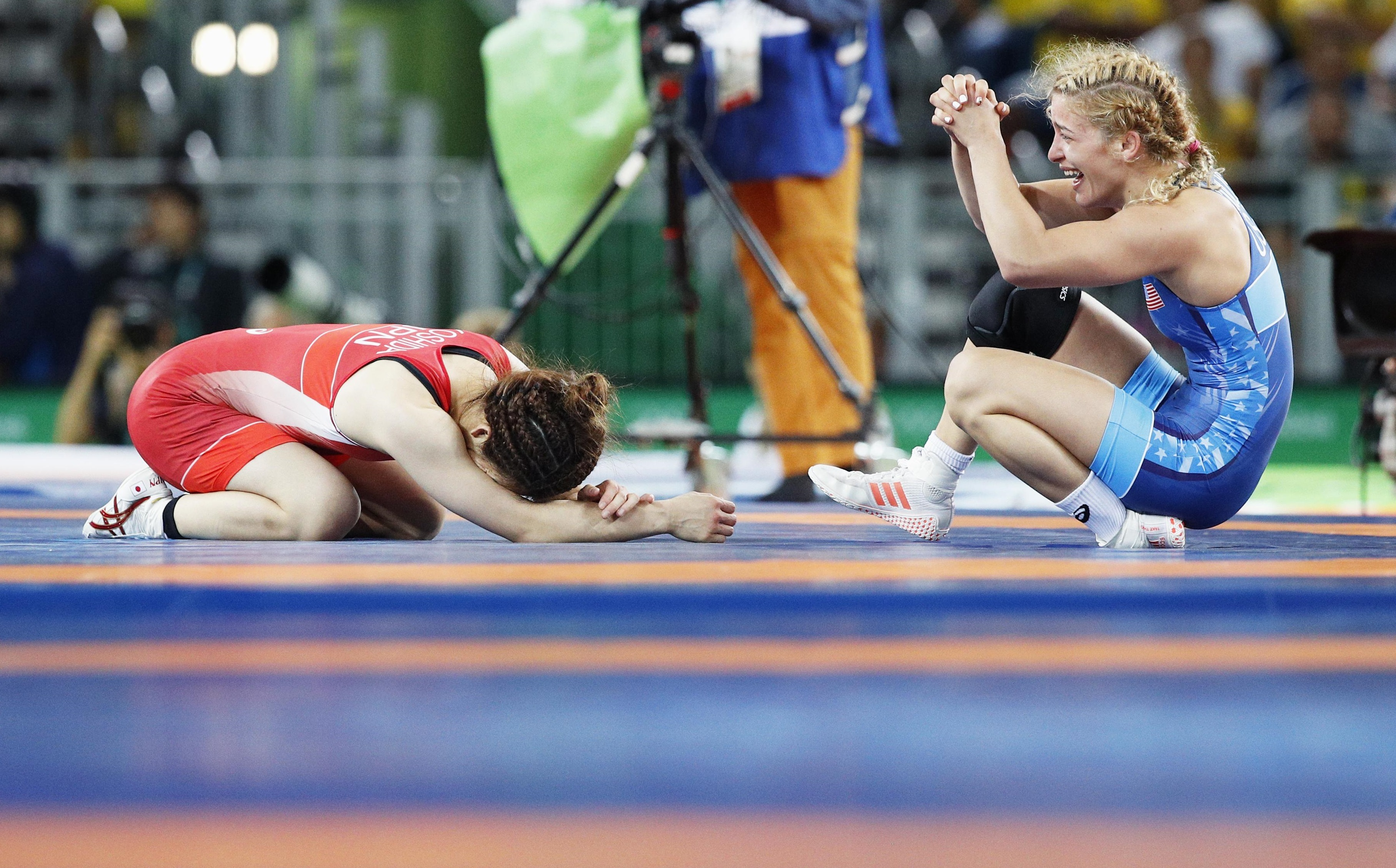 Japan's three-time reigning Olympic champion Saori Yoshida (left) reacts after she loses to Helen Maroulis of the United States in the 53-kg gold medal match of the women's freestyle wrestling at the Rio Olympics on Thursday. | KYODO