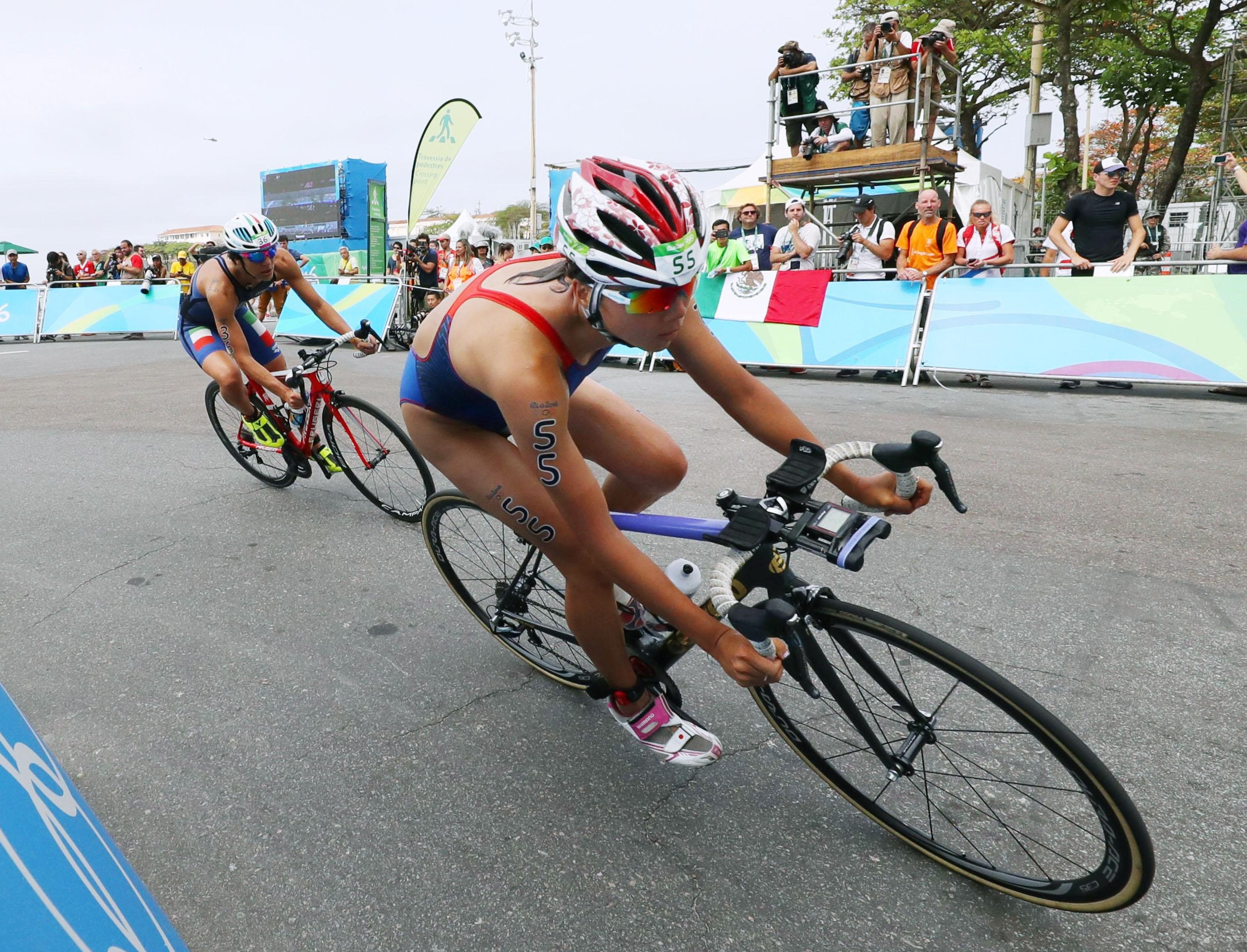 Yuka Sato competes in the women's triathlon on Saturday at the 2016 Rio Olympics. | KYODO