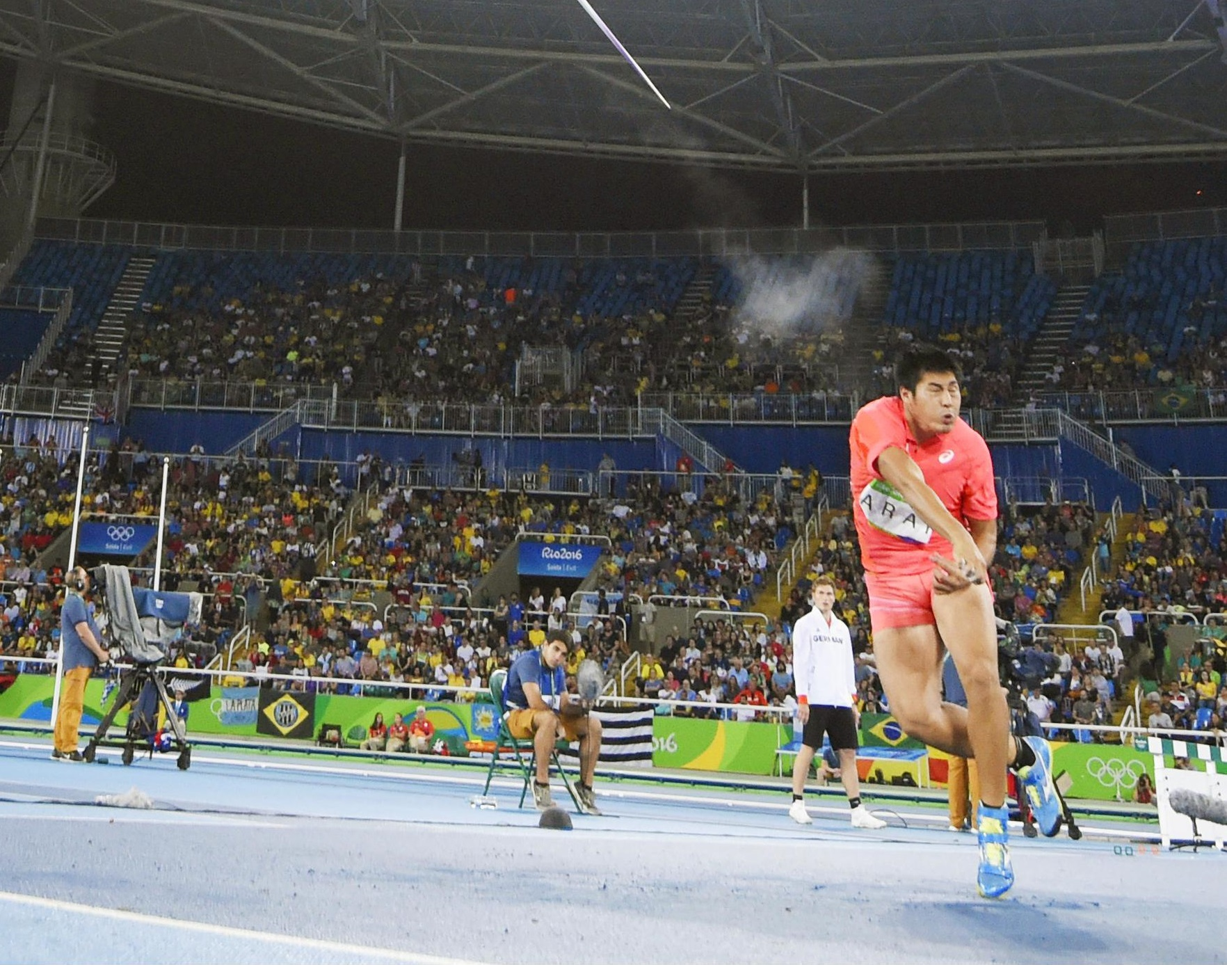 Ryohei Arai makes his second attempt during the men's javelin throw final on Saturday at the 2016 Rio Games. | KYODO