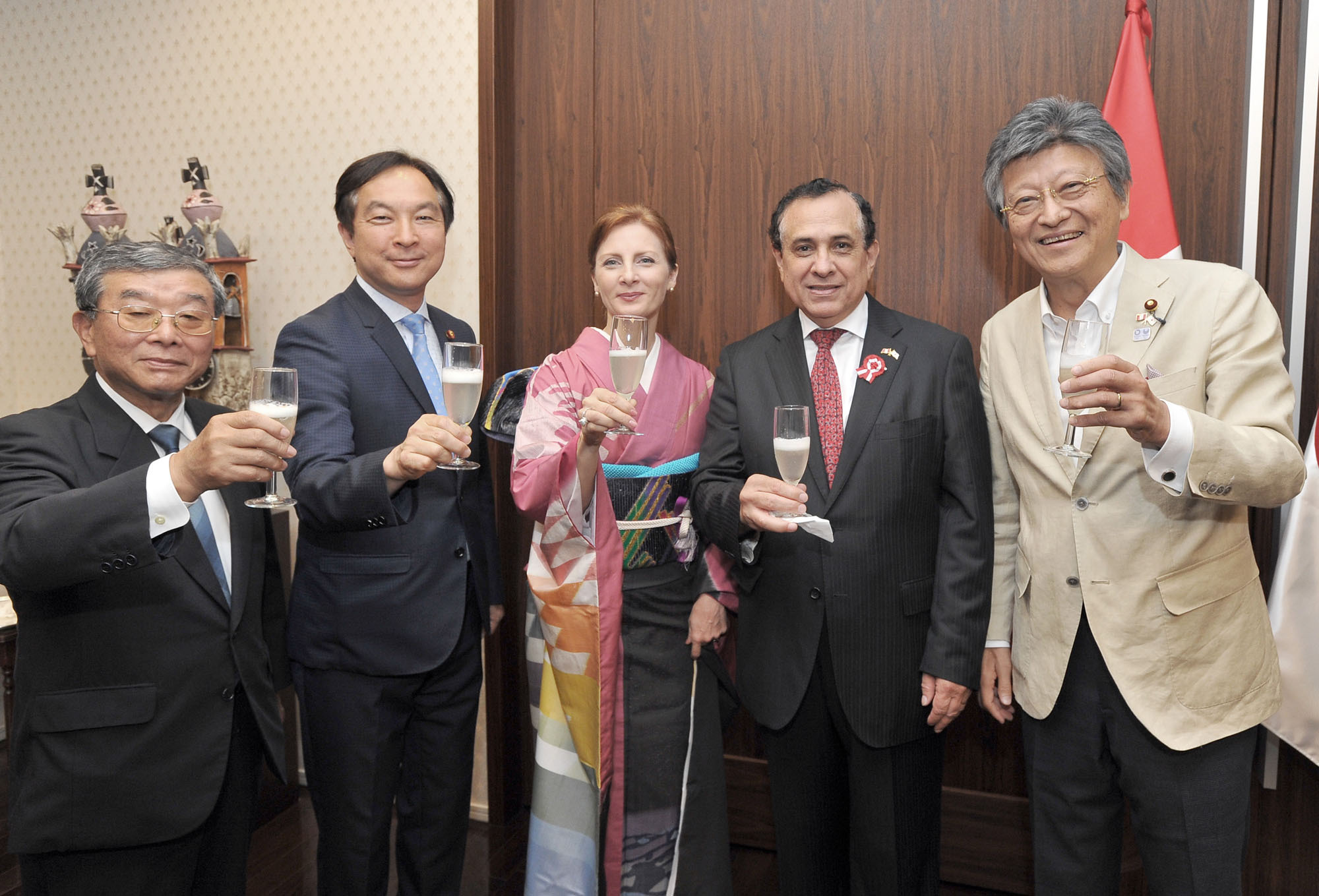 "Peruvian Ambassador Elard Escala (second from right), and his wife, Cristina (center) welcome, from left, Hiroyuki Maekawa, president of the Japan-Peru Association; Keiichi Koshimizu, parliamentary vice minister of internal affairs and communications; and Toru Shiraishi, parliamentary vice minister of the environment and Cabinet office, during a reception celebrating the 195th anniversary of Peruvian Independence Day and the food festival ""Pisco of Honor & Oishii Peru'' at the embassy in Tokyo on July 28. 