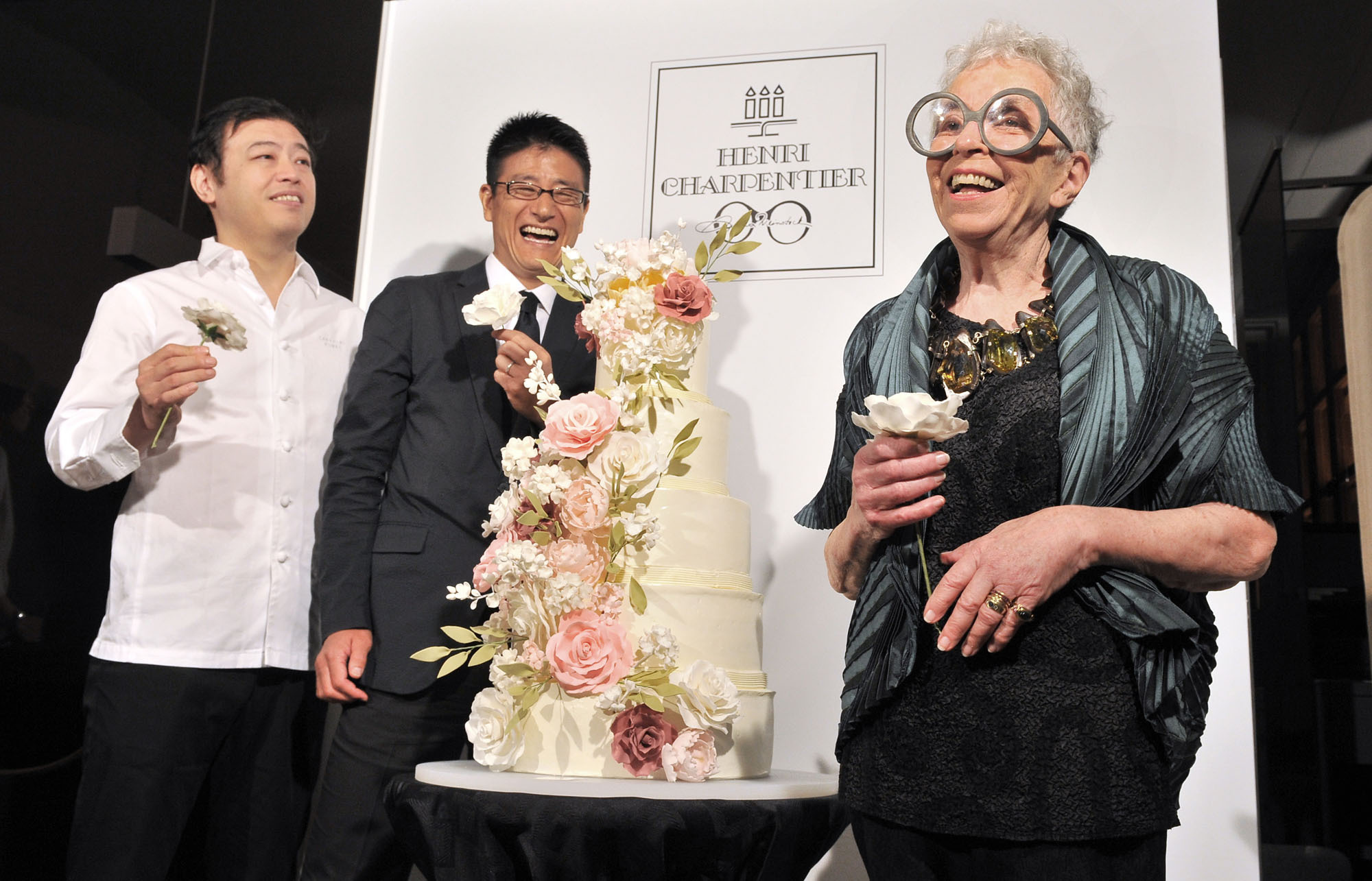 New York cake designer and pastry chef Sylvia Weinstock (right) poses with  Suzette Co. Ltd. President Goki Arita (center) and pastry chef Takahiro Komai at a press conference announcing the launch of a new brand, Henri & Sylvia, under Suzette's Henri Charpentier line, at Ginza Maison Henri Charpentier on Sept. 7. | YOSHIAKI MIURA