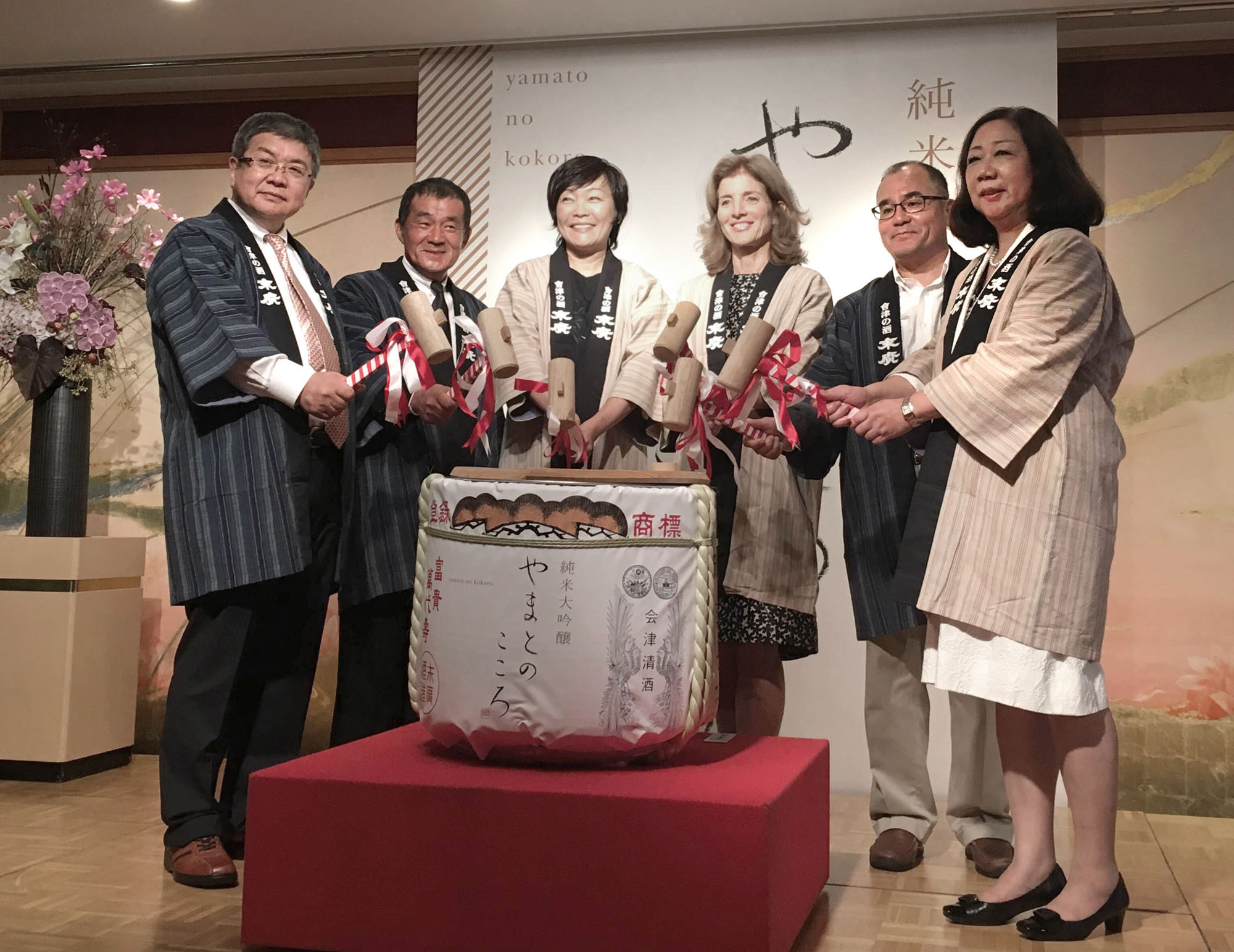 "First lady Akie Abe (3rd from left) opens a barrel of newly made ""Yamato no Kokoro"" (Spirit of Japan) sake with, from left, Inokichi Shinjo, president of Suehiro Sake Co.,  Hiroshi Uemura from Akie Farm, U.S. Ambassador Caroline Kennedy, Norito Shinmura, founder of Shinmura Design Office and Atsuko Yamada from Yamada Momen Orimoto Cotton Factory to mark the sake's release in Meiji Kinenkan in Tokyo on Sept. 12. The sake, with 750 bottles hitting the market on Oct. 1, was made from rice Abe grew in Yamaguchi Prefecture and brewed in Fukushima Prefecture. 