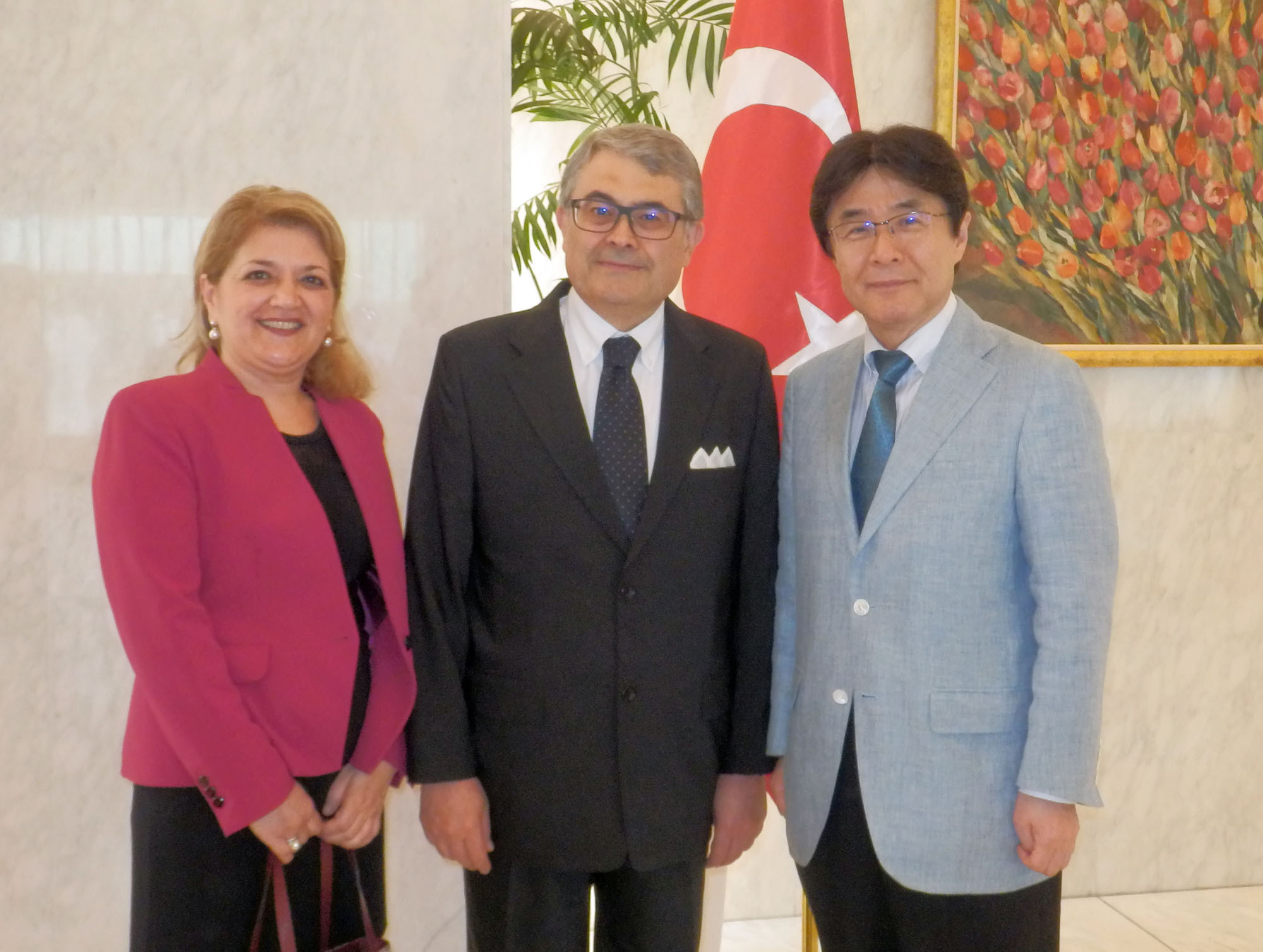 Turkey's Ambassador Ahmet Bulent Meric (center) poses with Elif Agafur (left), chef-owner of Izmir restaurant, and Kazuyuki Hamada (right), former parliamentary vice-minister for foreign affairs, during a Victory Day reception at the ambassador's residence in Tokyo on Sept. 15. | TAKUTO MINAMI